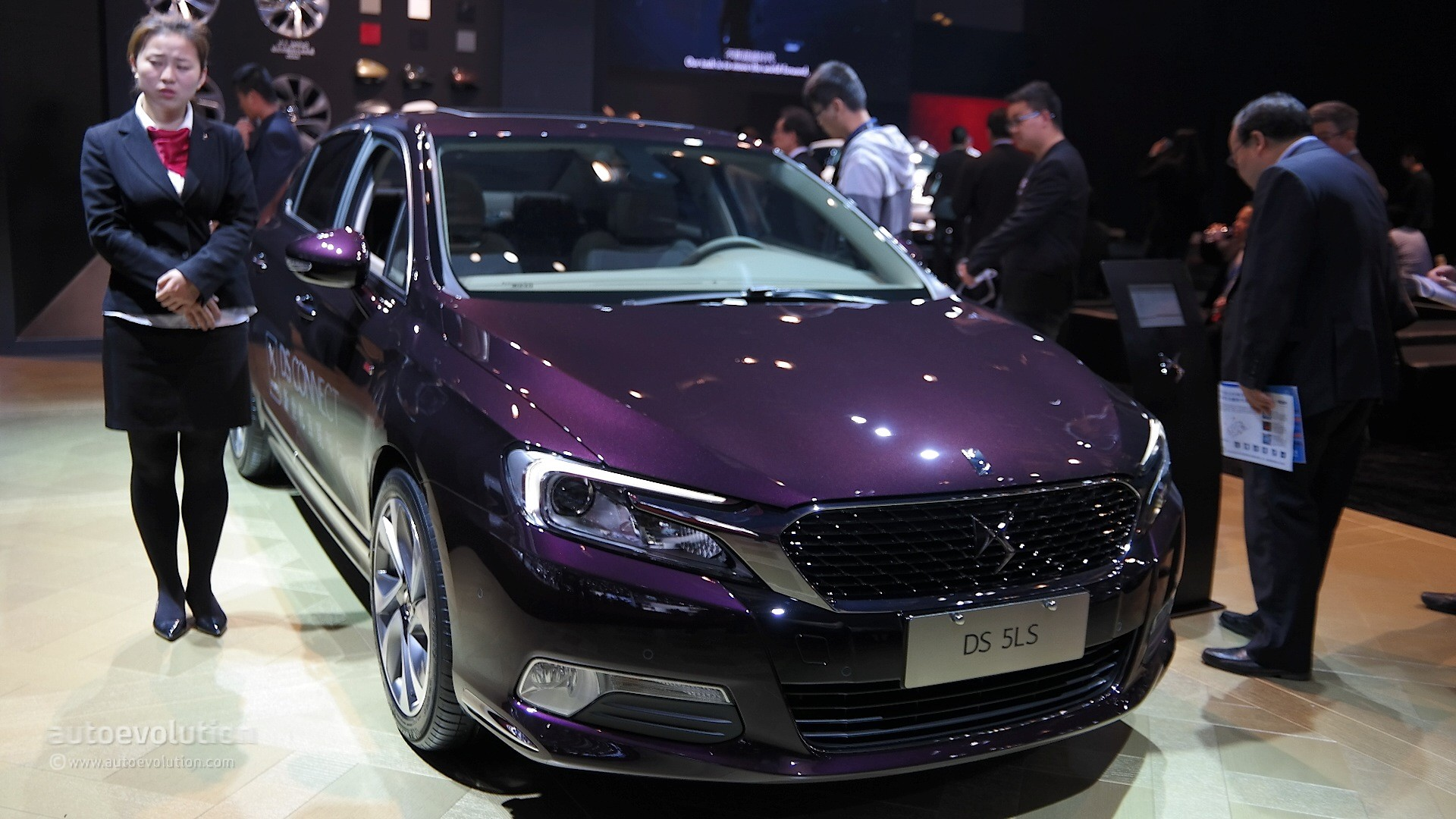 [SALON] Shanghai 2015 - Page 2 2015-ds-5ls-is-draped-in-metallic-purple-for-shanghai-live-photos_1