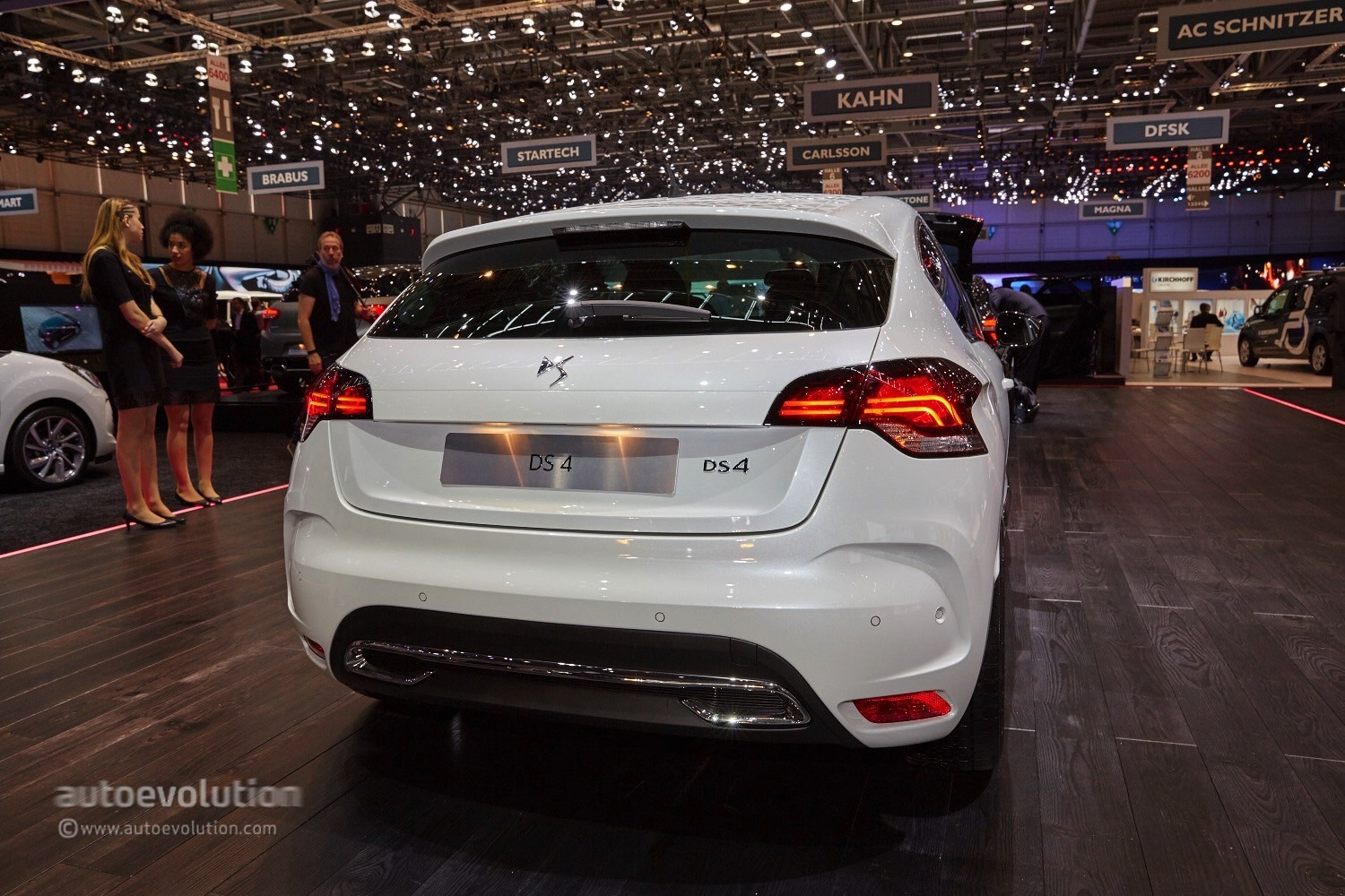 2010 - [Citroën] DS4 [B75] - Page 6 2015-ds3-cabrio-and-2015-ds4-debut-at-the-geneva-motor-show-live-photos_5