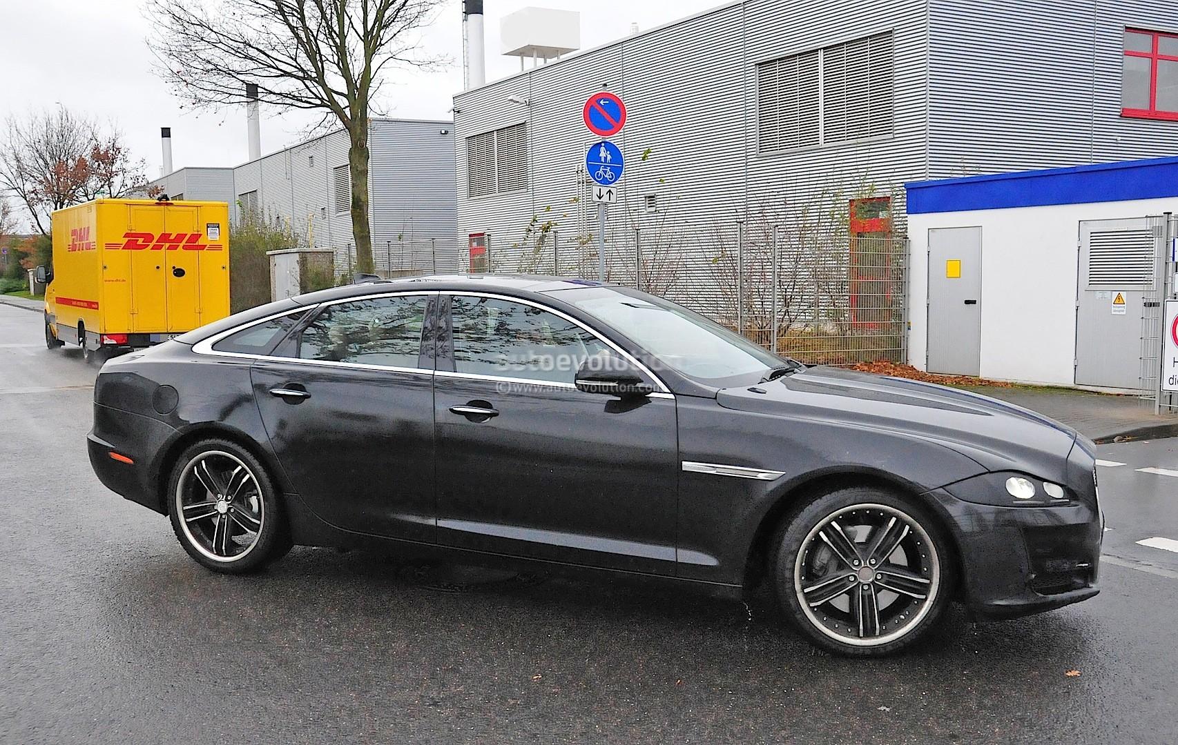 2015 - [Jaguar] XJ Restylée - Page 2 2015-jaguar-xj-facelift-spied-almost-camo-free-photo-gallery_4