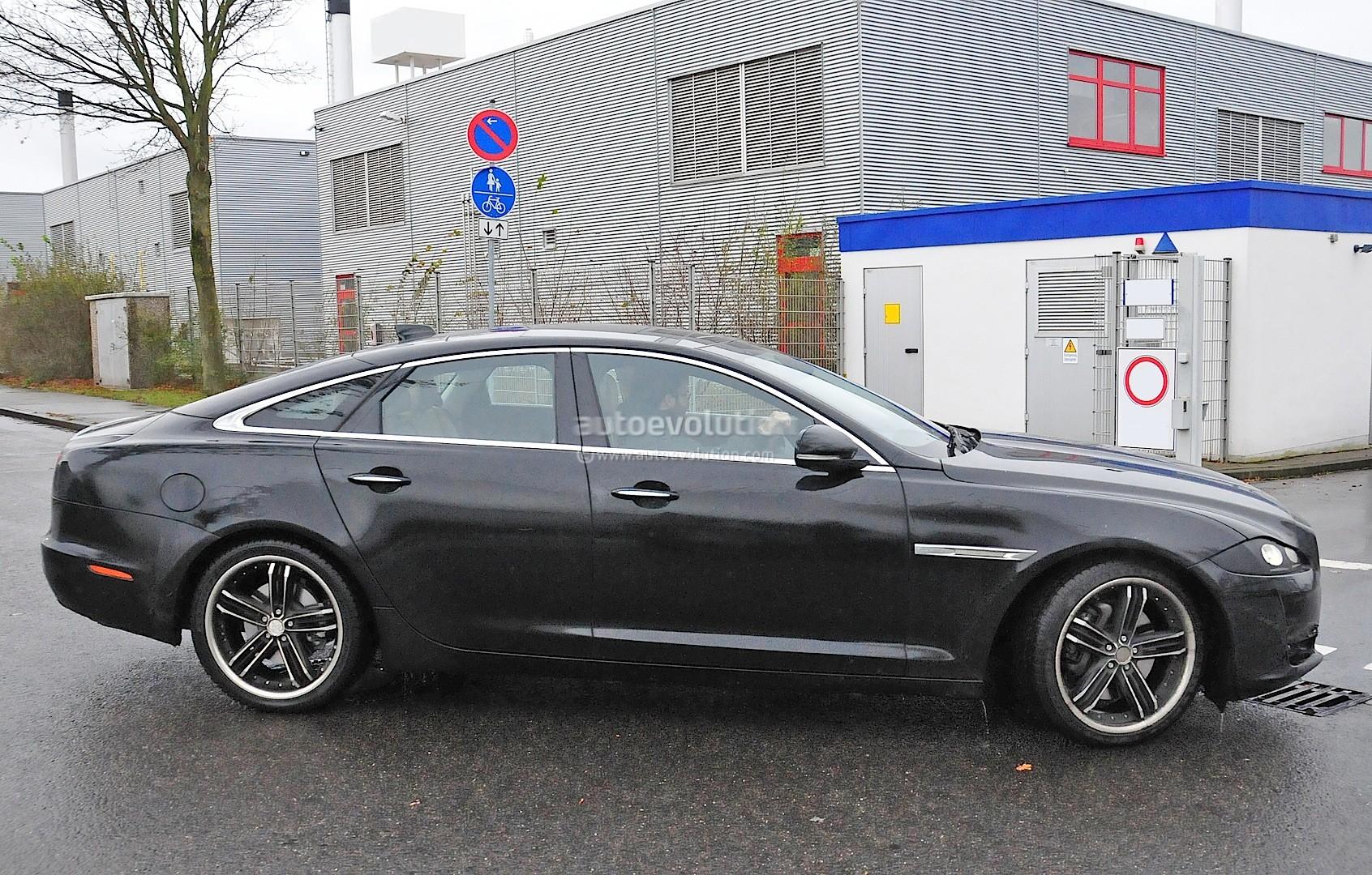2015 - [Jaguar] XJ Restylée - Page 2 2015-jaguar-xj-facelift-spied-almost-camo-free-photo-gallery_5
