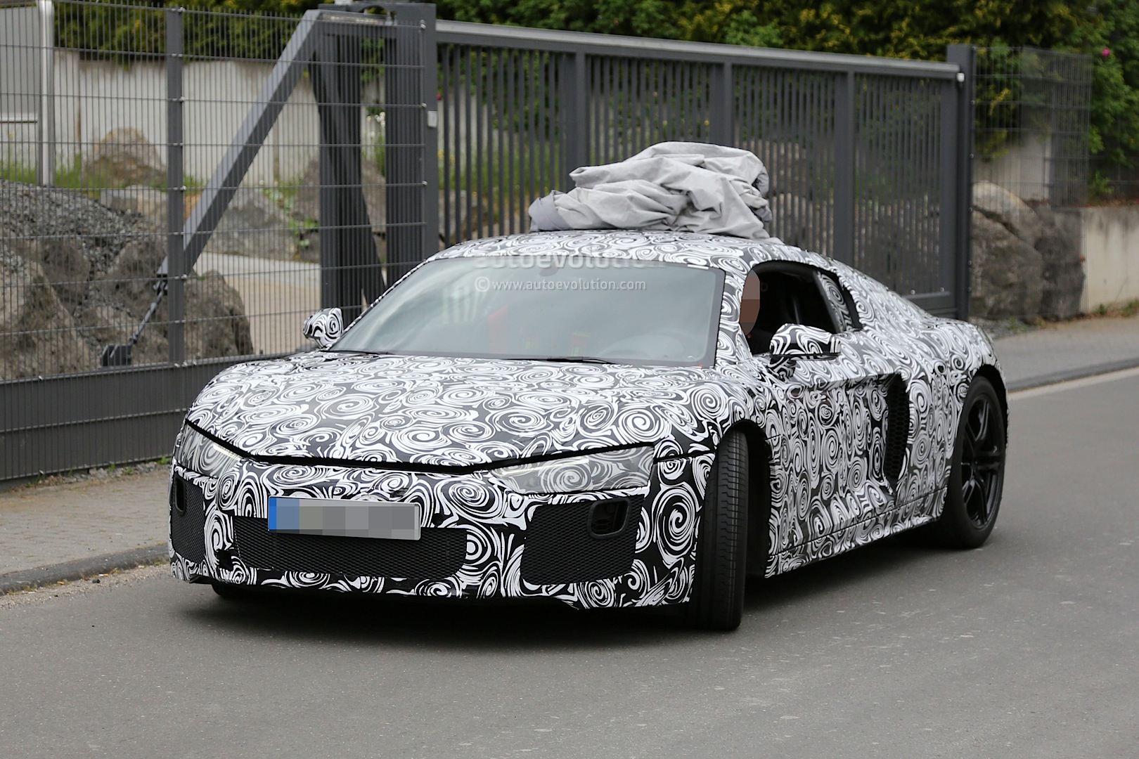 2015 - [Audi] R8 II / R8 II Spider - Page 2 2016-audi-r8-new-led-taillights-spied-in-detail_1