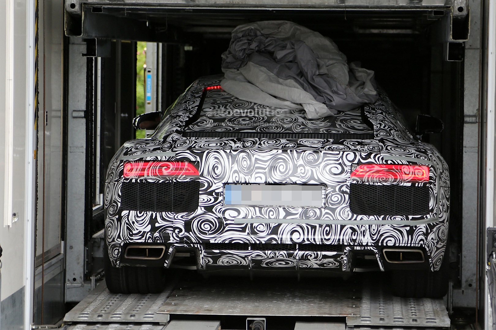 2015 - [Audi] R8 II / R8 II Spider - Page 2 2016-audi-r8-new-led-taillights-spied-in-detail_7