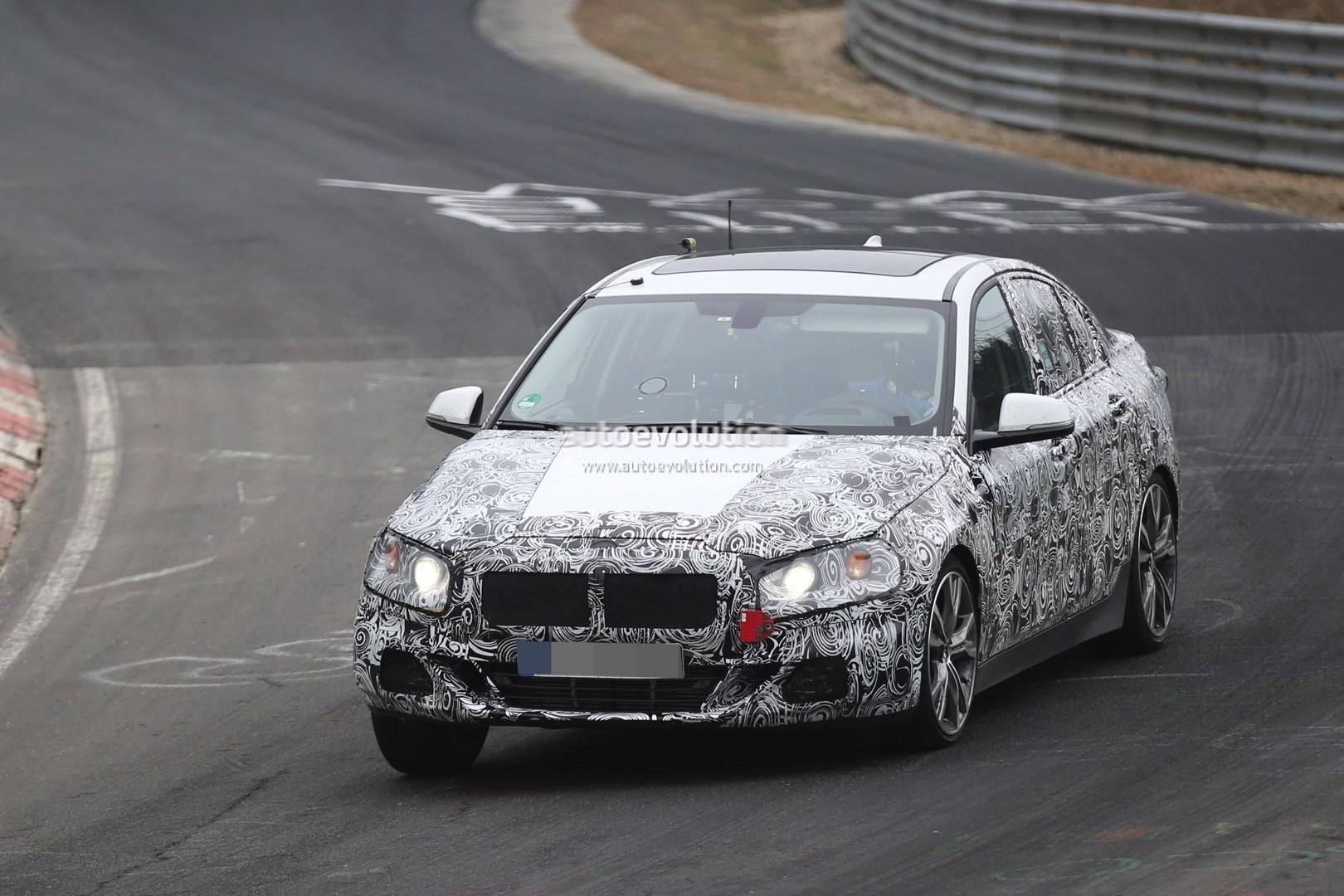 2016 - [BMW] Série 1 Sedan [F52] - Page 5 2016-bmw-1-series-sedan-spied-testing-on-the-nurburgring-video_7