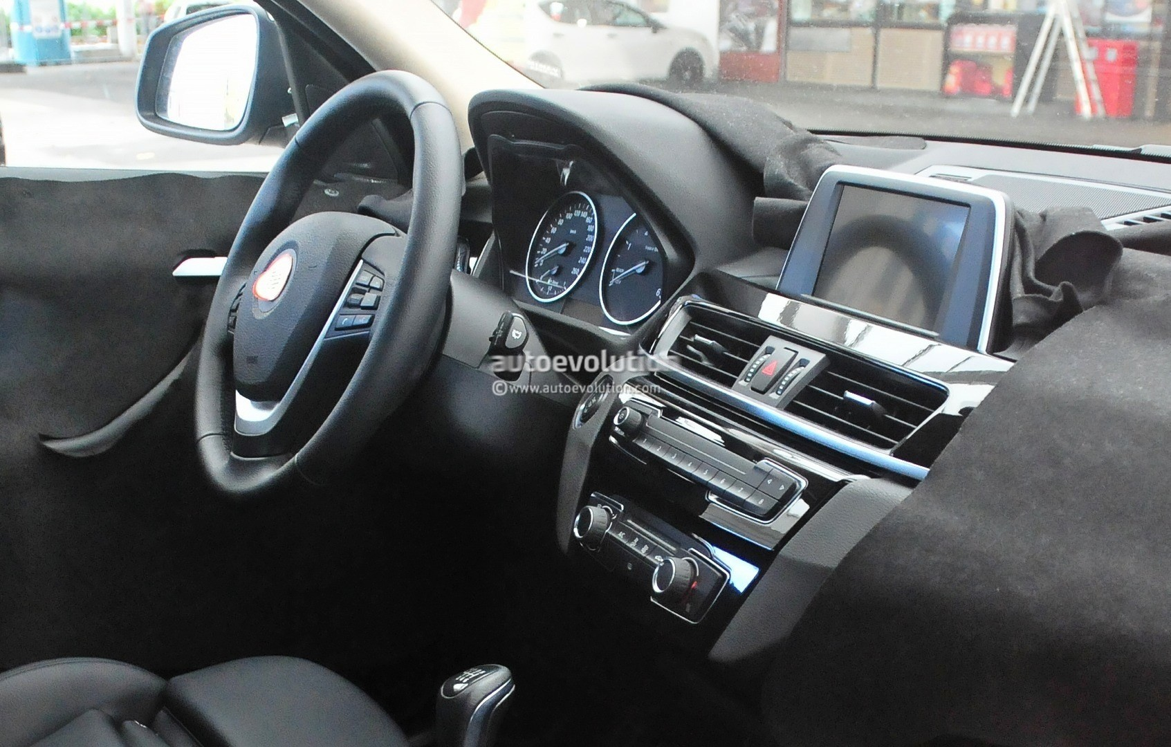2015 - [BMW] X1 II [F48] - Page 9 2016-bmw-x1-interior-revealed-almost-in-full-photo-gallery_10