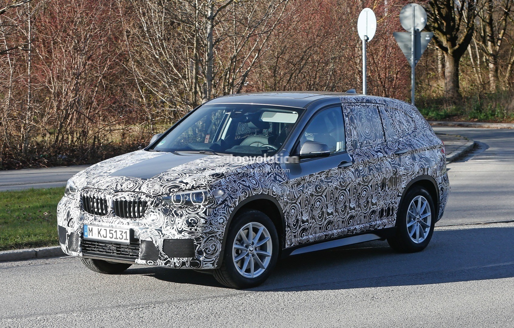 2015 - [BMW] X1 II [F48] - Page 9 2016-bmw-x1-interior-revealed-almost-in-full-photo-gallery_3
