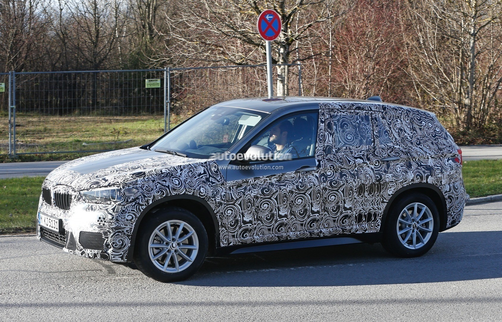 2015 - [BMW] X1 II [F48] - Page 9 2016-bmw-x1-interior-revealed-almost-in-full-photo-gallery_4