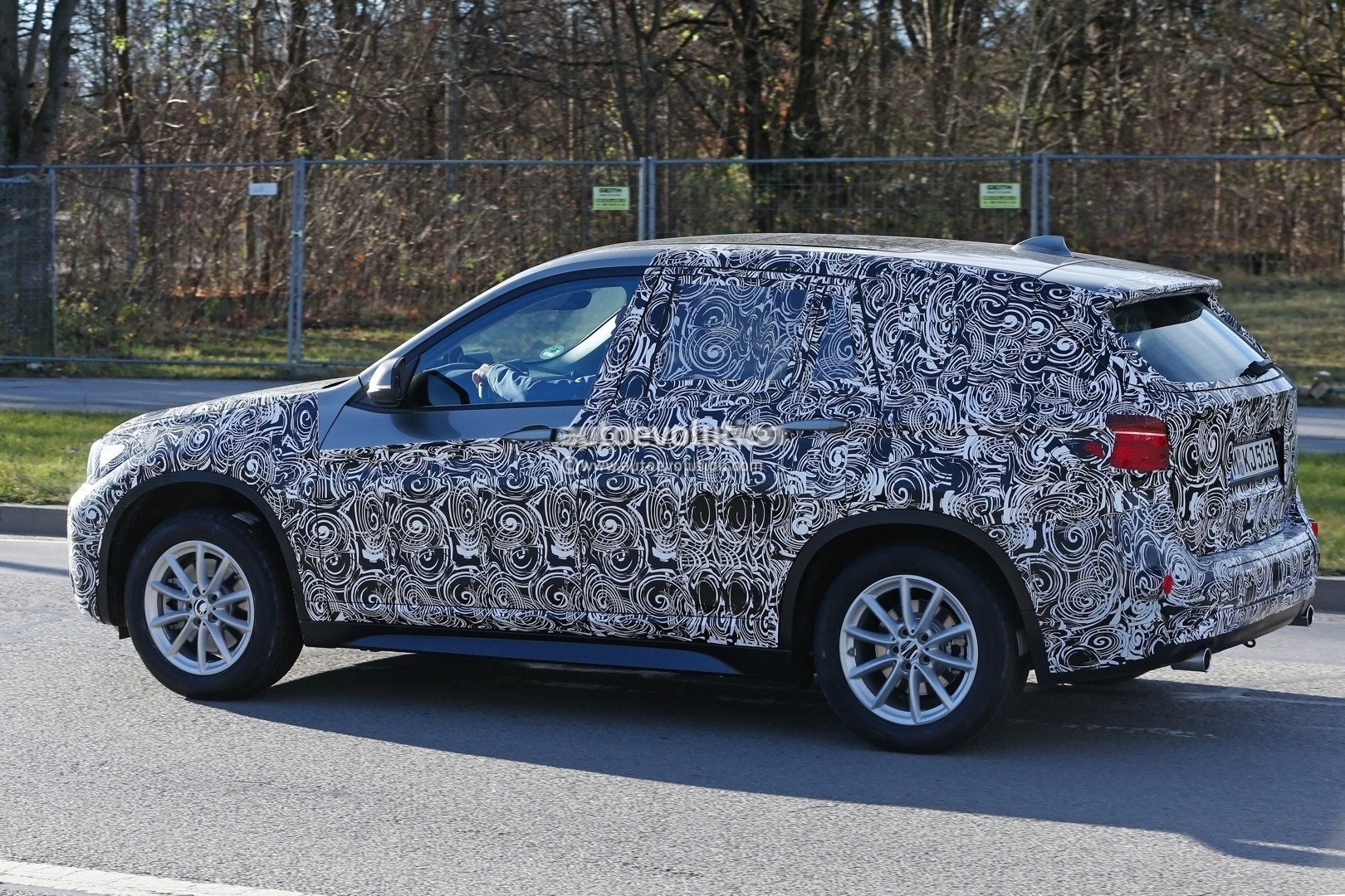 2015 - [BMW] X1 II [F48] - Page 9 2016-bmw-x1-interior-revealed-almost-in-full-photo-gallery_6