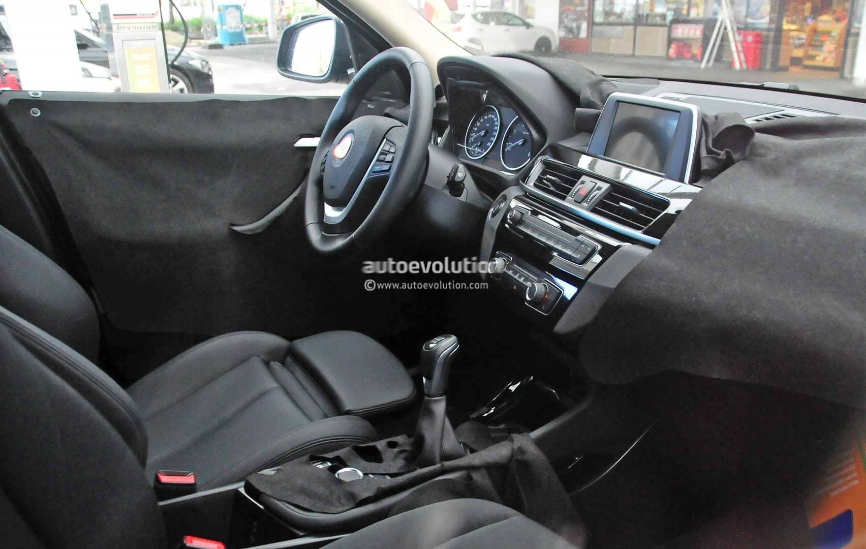 2015 - [BMW] X1 II [F48] - Page 9 2016-bmw-x1-interior-revealed-almost-in-full-photo-gallery_9