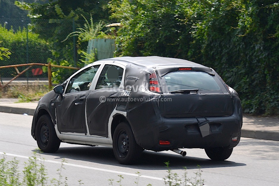 2016 - [Fiat] Tipo 5 portes & SW - Page 2 2016-fiat-bravo-replacement-spied-in-italy-dressed-in-grande-punto-clothes_3
