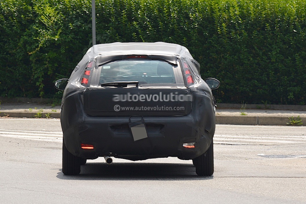 2016 - [Fiat] Tipo 5 portes & SW - Page 2 2016-fiat-bravo-replacement-spied-in-italy-dressed-in-grande-punto-clothes_4