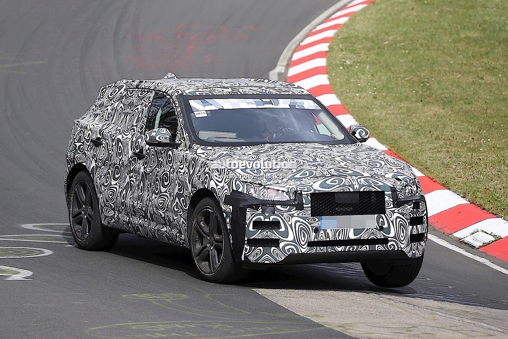2015 - [Jaguar] F-Pace - Page 8 2016-jaguar-f-type-suv-spied-lapping-the-nurburgring-photo-gallery_2