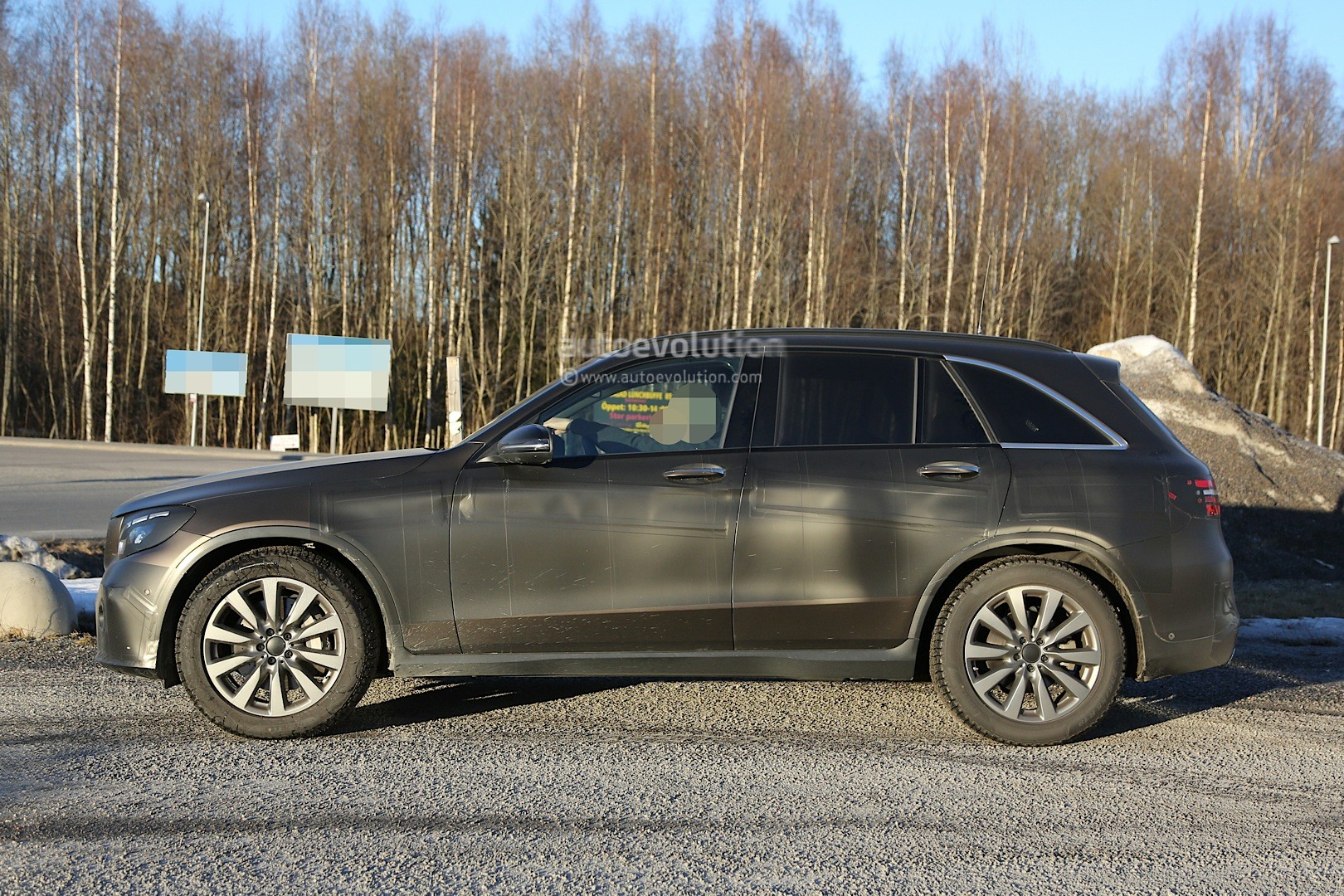 2015 - [Mercedes] GLC (GLK II) [X205] - Page 10 2016-mercedes-glc-spy-photos-show-nearly-undisguised-pre-production-prototypes_15