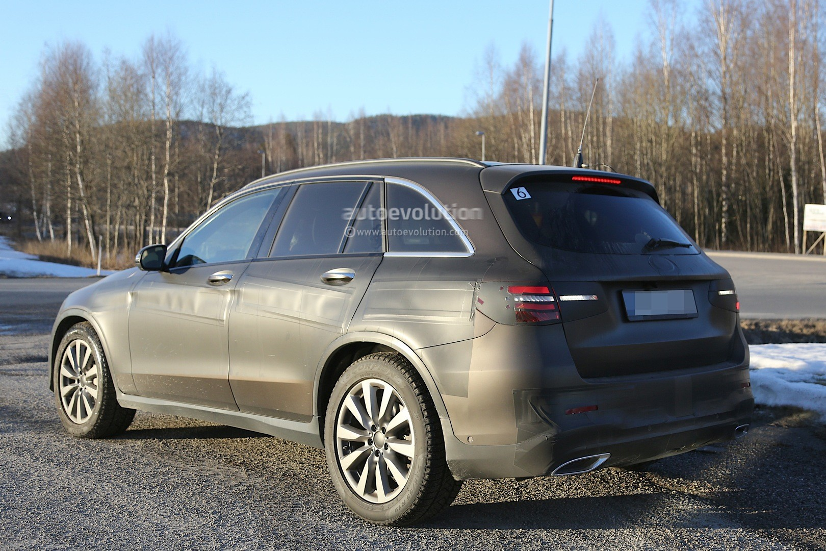 2015 - [Mercedes] GLC (GLK II) [X205] - Page 10 2016-mercedes-glc-spy-photos-show-nearly-undisguised-pre-production-prototypes_16
