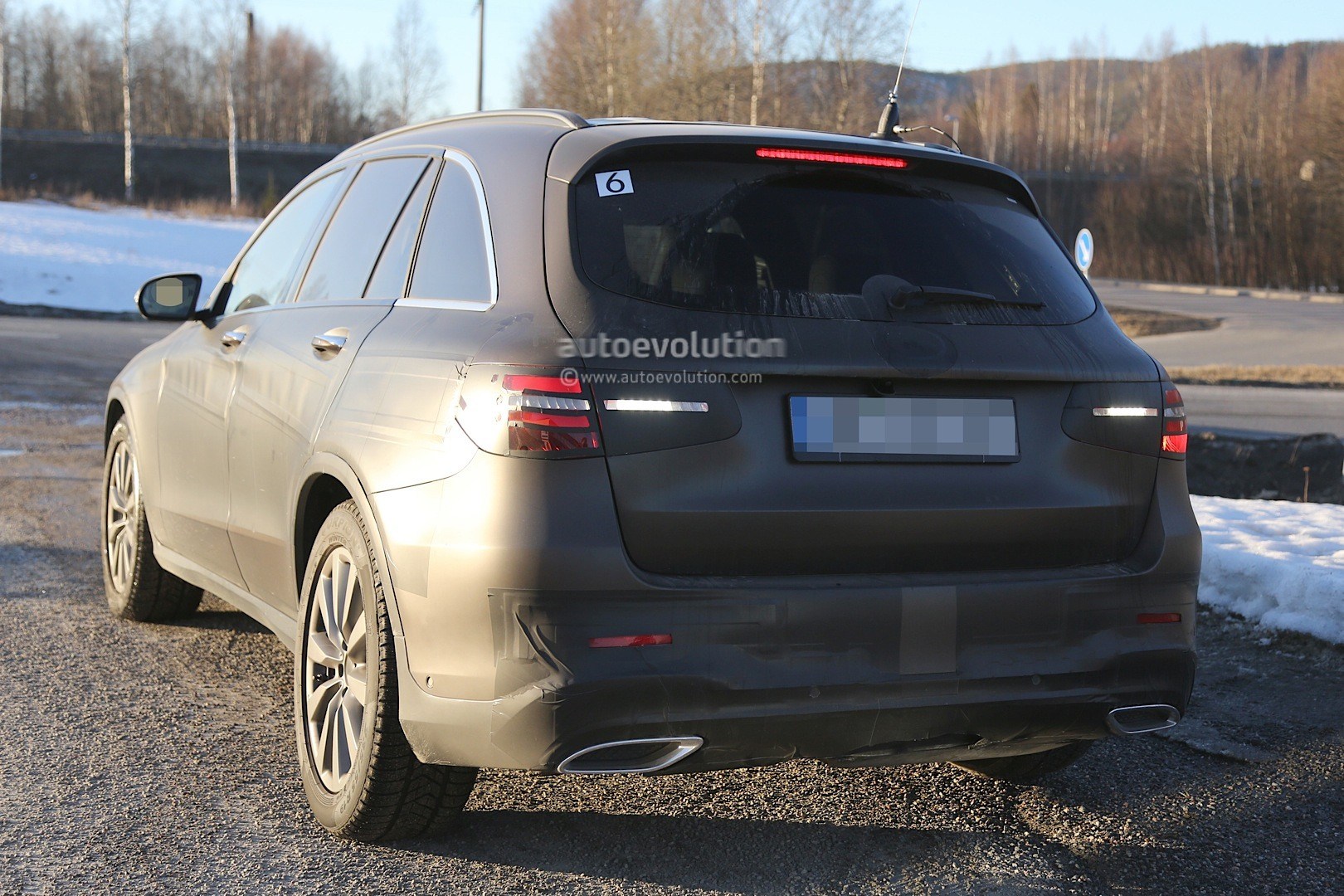2015 - [Mercedes] GLC (GLK II) [X205] - Page 10 2016-mercedes-glc-spy-photos-show-nearly-undisguised-pre-production-prototypes_17