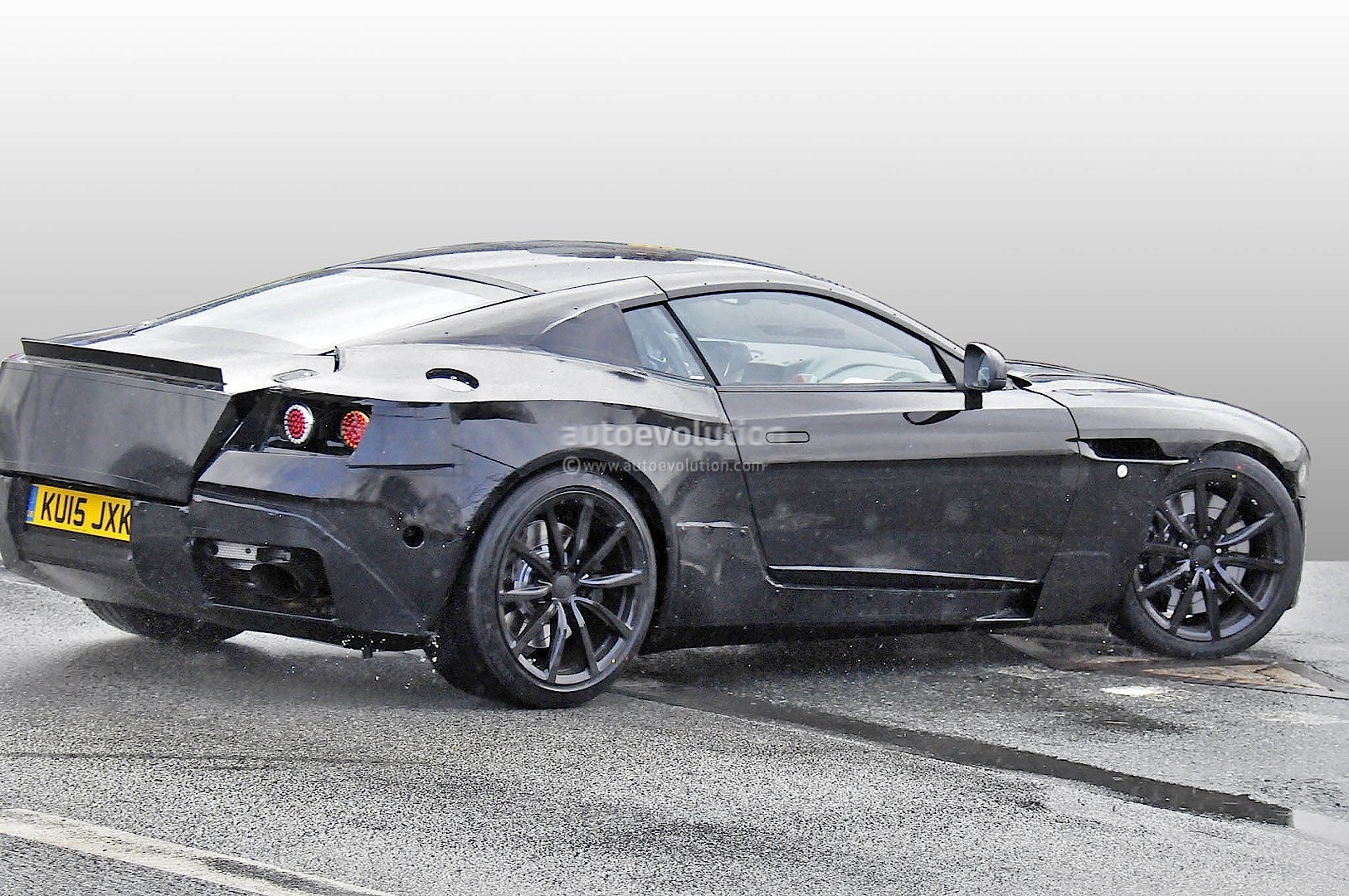 2016 - [Aston Martin] DB11 2017-aston-martin-db9-successor-prototype-spyshots-show-db10-like-silhouette-digital-dashboard-intercoolers_3