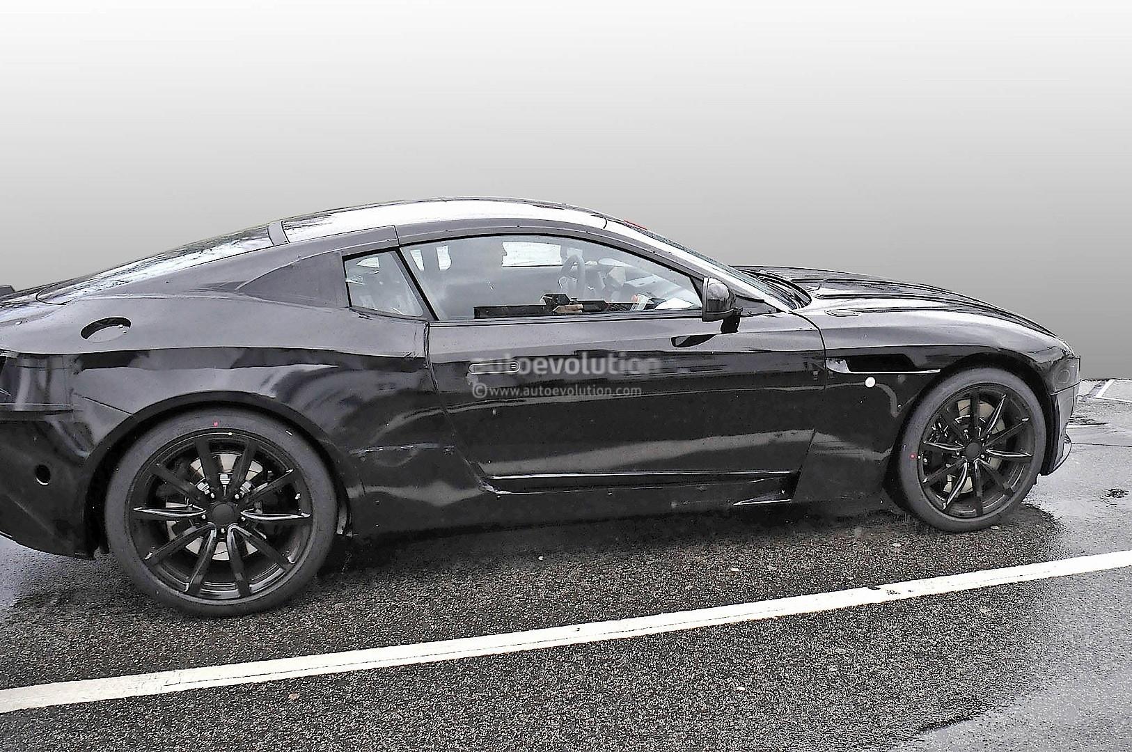 2016 - [Aston Martin] DB11 2017-aston-martin-db9-successor-prototype-spyshots-show-db10-like-silhouette-digital-dashboard-intercoolers_6