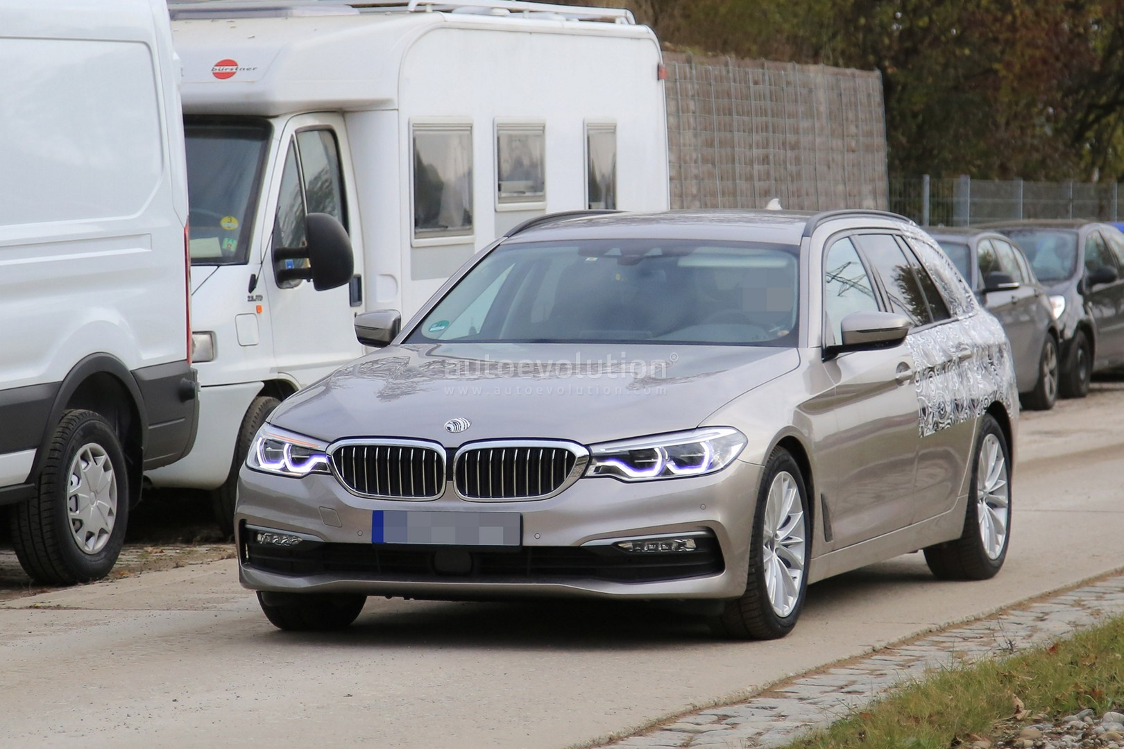 2016 - [BMW] Série 5 Berline & Touring [G30/G31] - Page 26 2017-bmw-5-series-touring-sheds-camo-likely-to-debut-in-geneva_1