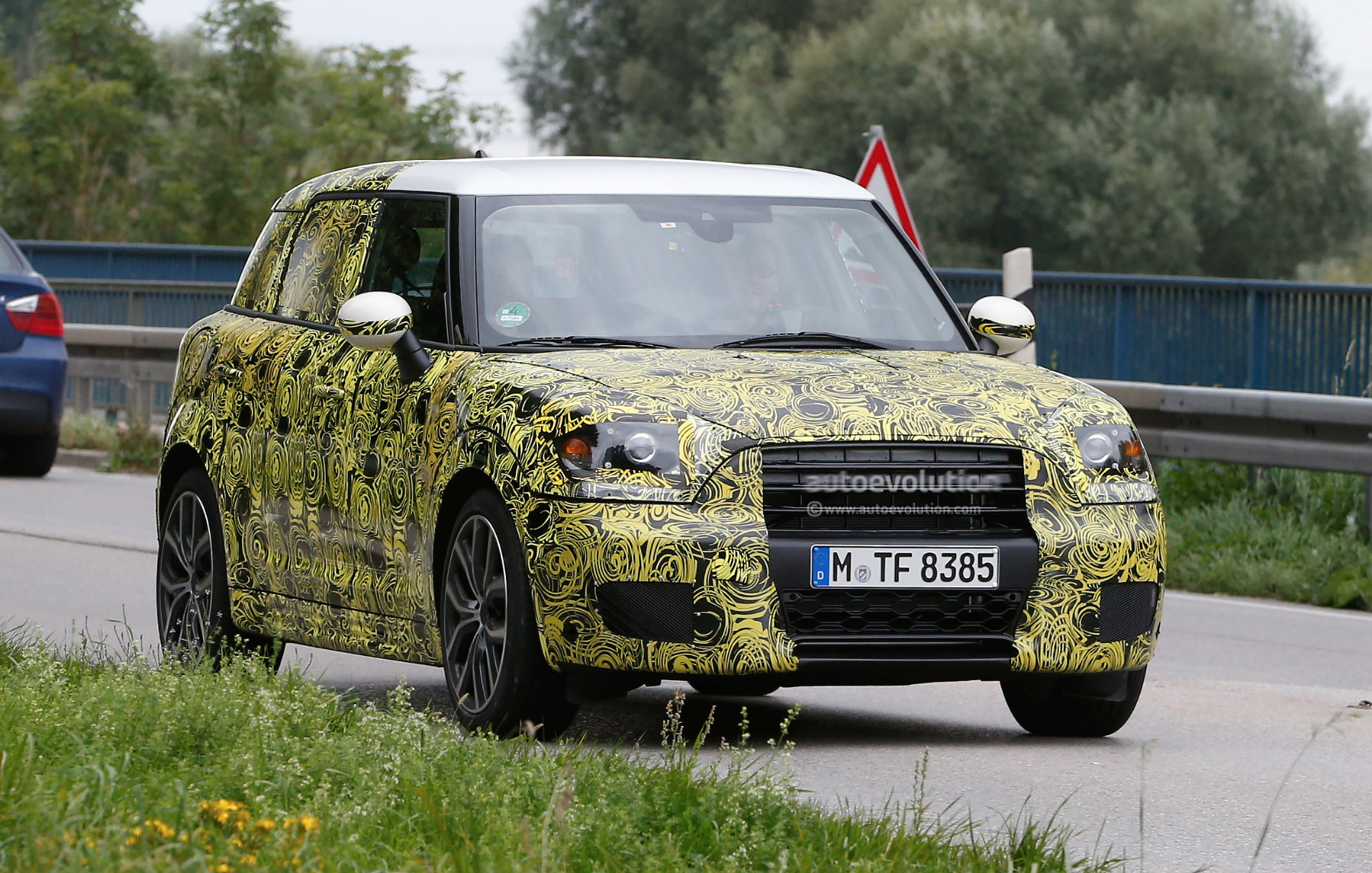 2016 - [Mini] Countryman II [F60] - Page 2 2017-mini-countryman-spied-for-the-first-time_1