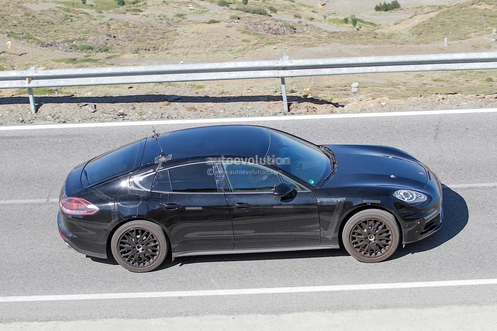 2016 - [Porsche] Panamera II - Page 4 2017-porsche-panamera-interior-partially-revealed-in-latest-spyshots_2