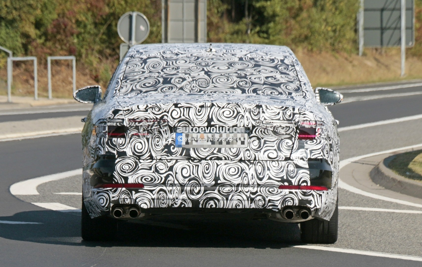 2017 - [Audi] A8 [D5] - Page 4 2018-audi-s8-pre-production-prototype-displays-massive-firepower-at-nurburgring_10