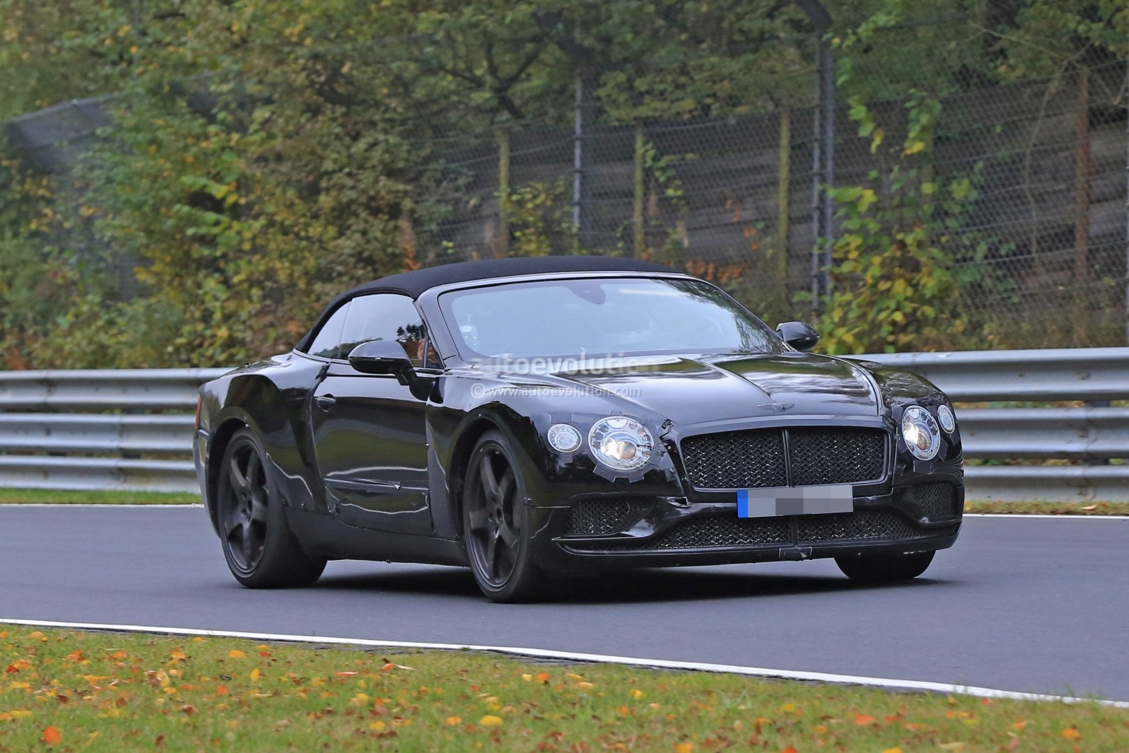 2017 - [Bentley] Continental GT - Page 2 2018-bentley-continental-gt-convertible-shows-wide-stance-on-nurburgring_11