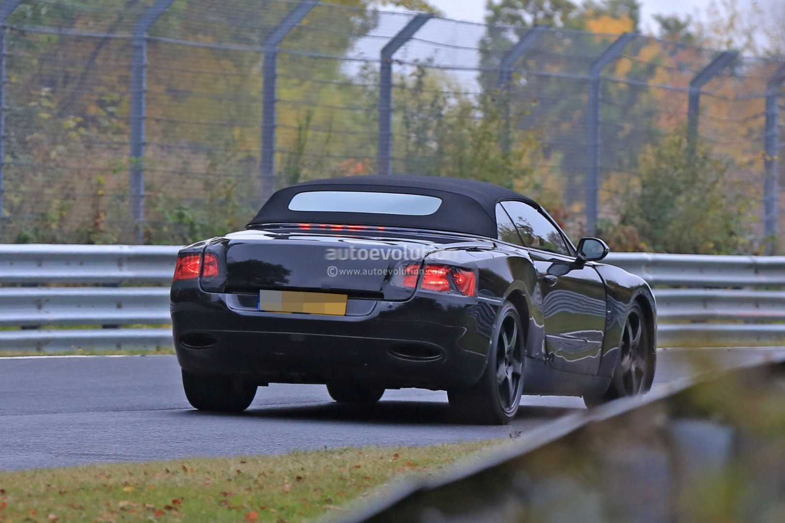 2017 - [Bentley] Continental GT - Page 2 2018-bentley-continental-gt-convertible-shows-wide-stance-on-nurburgring_15