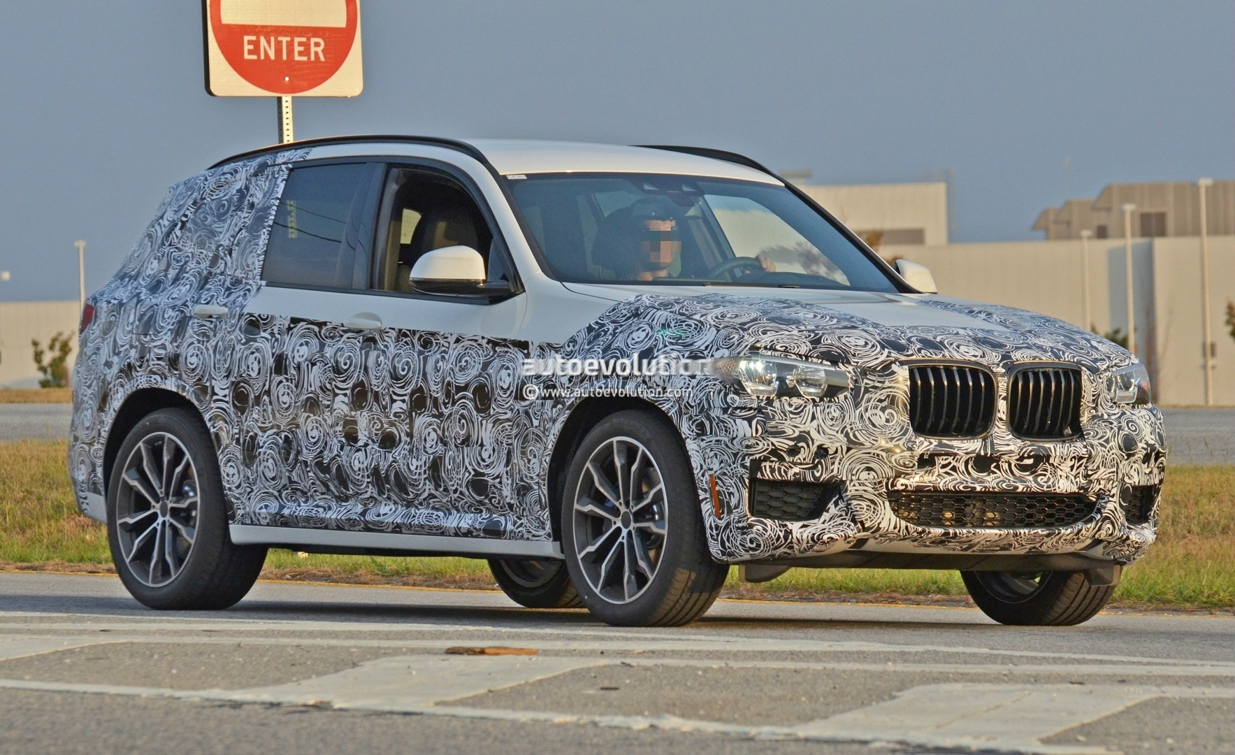 2016 - [BMW] X3 [G01] - Page 5 2018-bmw-x3-spied-at-spartanburg-plant-with-less-camouflage-shows-mature-design_2