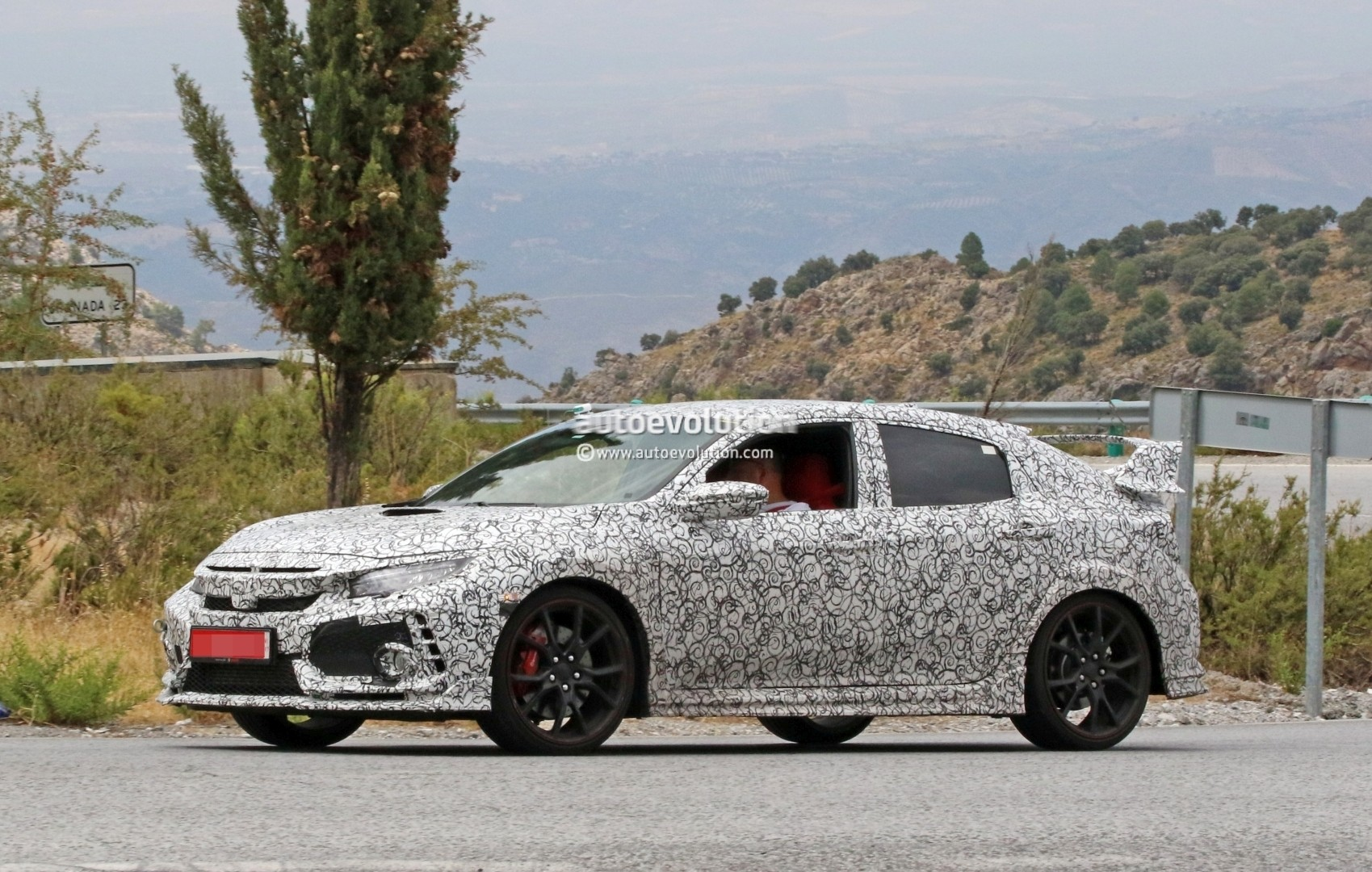 2017 - [Honda] Civic Hatchback [X] - Page 6 2018-honda-civic-type-r-spotted-in-spain-gets-closer-to-production_2