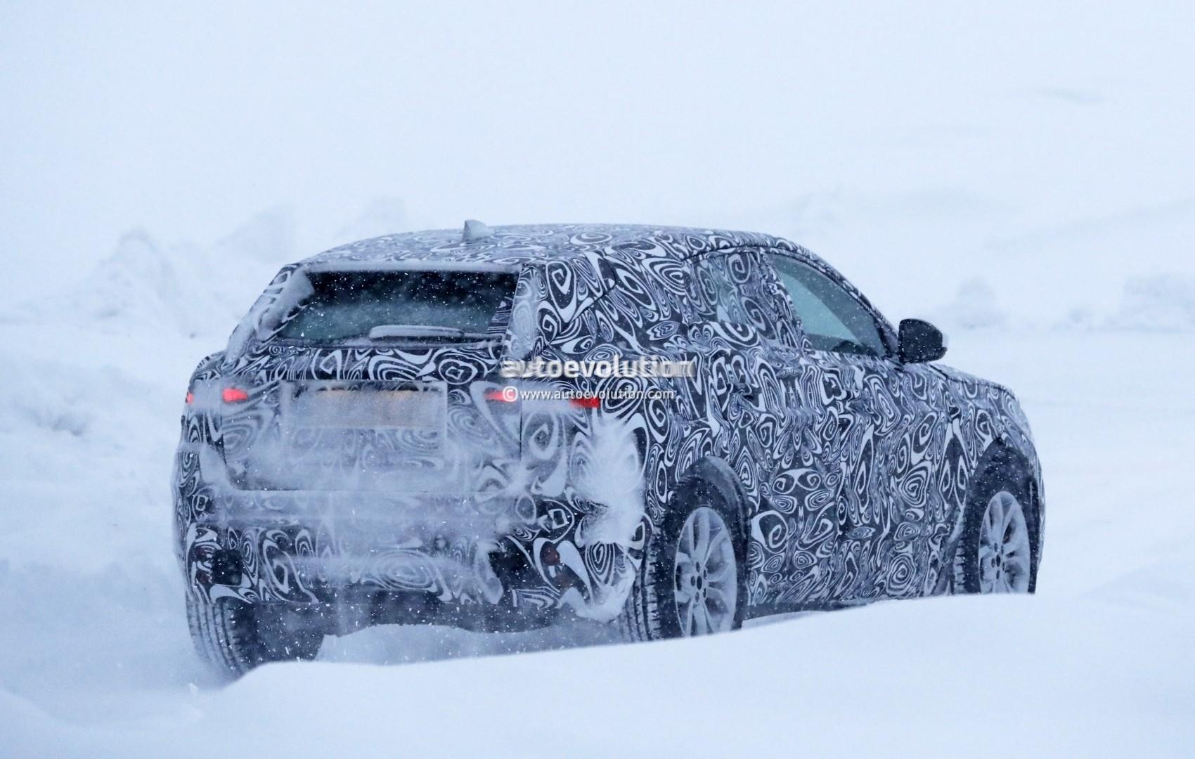 2017 - [Jaguar] E-Pace - Page 2 2018-jaguar-e-pace-spied-in-the-snow-could-become-quickest-selling-jaguar-ever_11