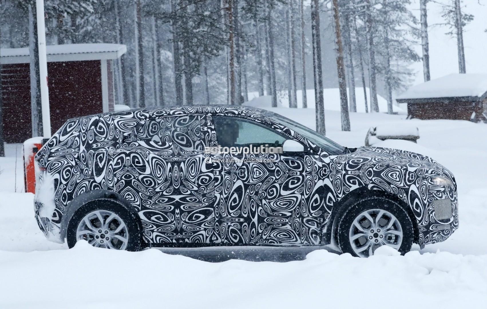 2017 - [Jaguar] E-Pace - Page 2 2018-jaguar-e-pace-spied-in-the-snow-could-become-quickest-selling-jaguar-ever_4