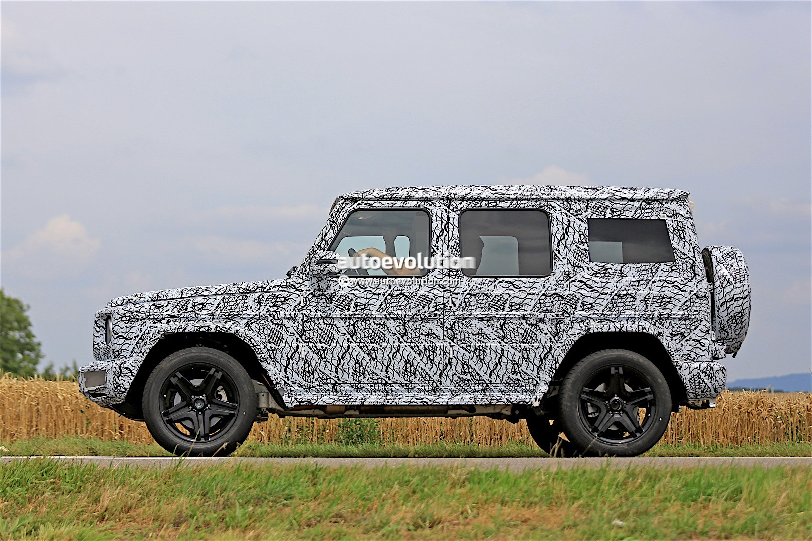 2017 - [Mercedes-Benz] Classe G II - Page 2 2018-mercedes-g-class-prototype-spied-on-the-road-sounds-like-a-v8_16