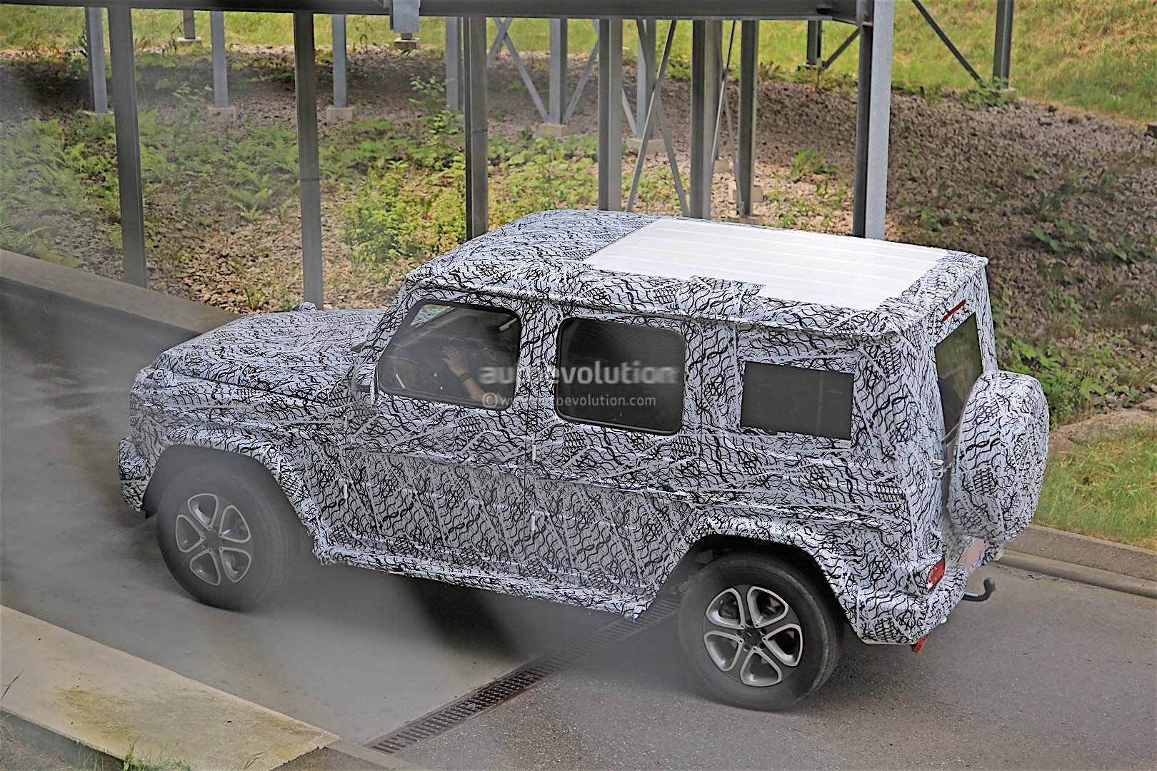 2017 - [Mercedes-Benz] Classe G II - Page 2 2018-mercedes-g-class-prototype-spied-on-the-road-sounds-like-a-v8_8