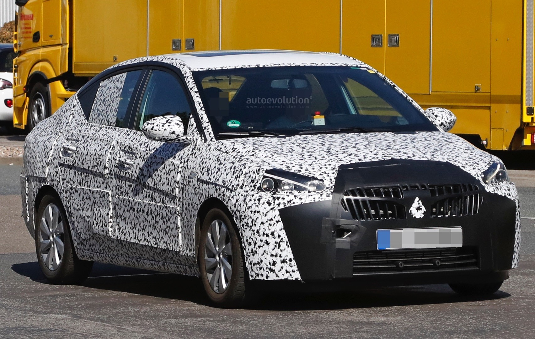 2019- [Opel] Corsa F [P2JO] - Page 3 2018-opel-corsa-f-sedan-spied-to-be-launched-in-china-as-2018-chevrolet-sail_1