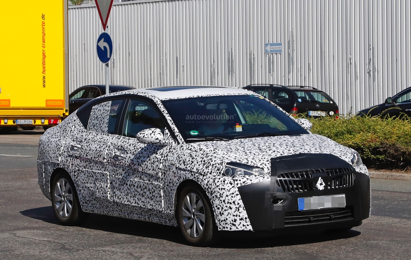 2019- [Opel] Corsa F [P2JO] - Page 3 2018-opel-corsa-f-sedan-spied-to-be-launched-in-china-as-2018-chevrolet-sail_2
