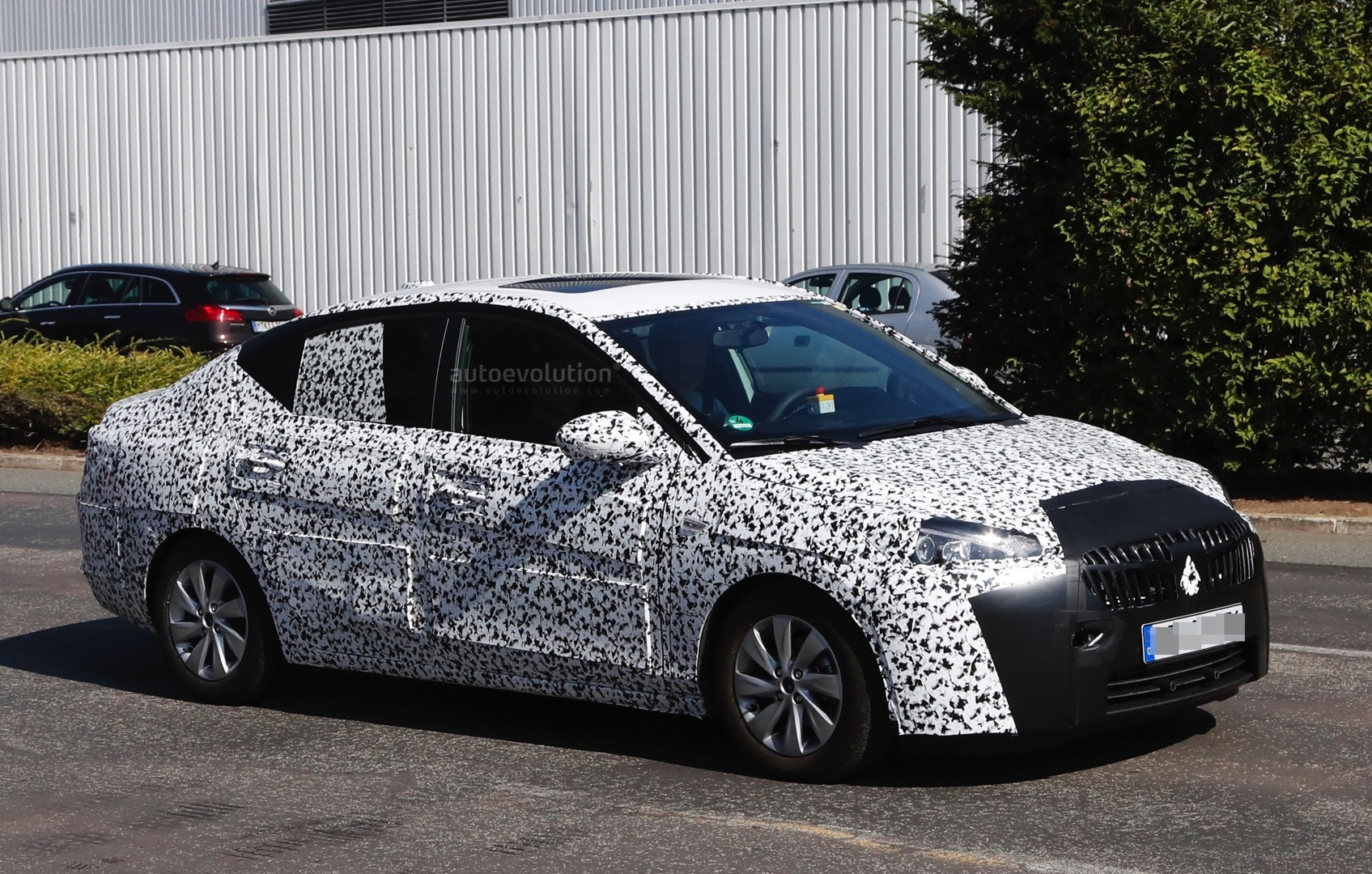 2019- [Opel] Corsa F [P2JO] - Page 3 2018-opel-corsa-f-sedan-spied-to-be-launched-in-china-as-2018-chevrolet-sail_3
