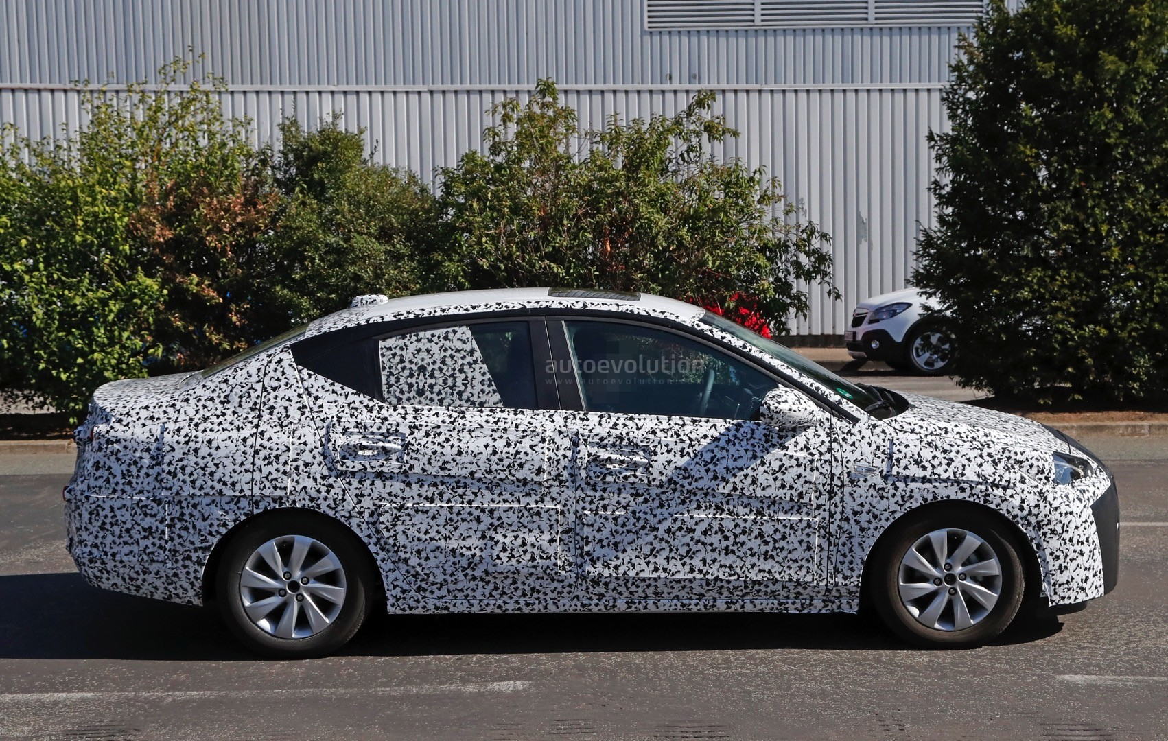2019- [Opel] Corsa F [P2JO] - Page 3 2018-opel-corsa-f-sedan-spied-to-be-launched-in-china-as-2018-chevrolet-sail_6