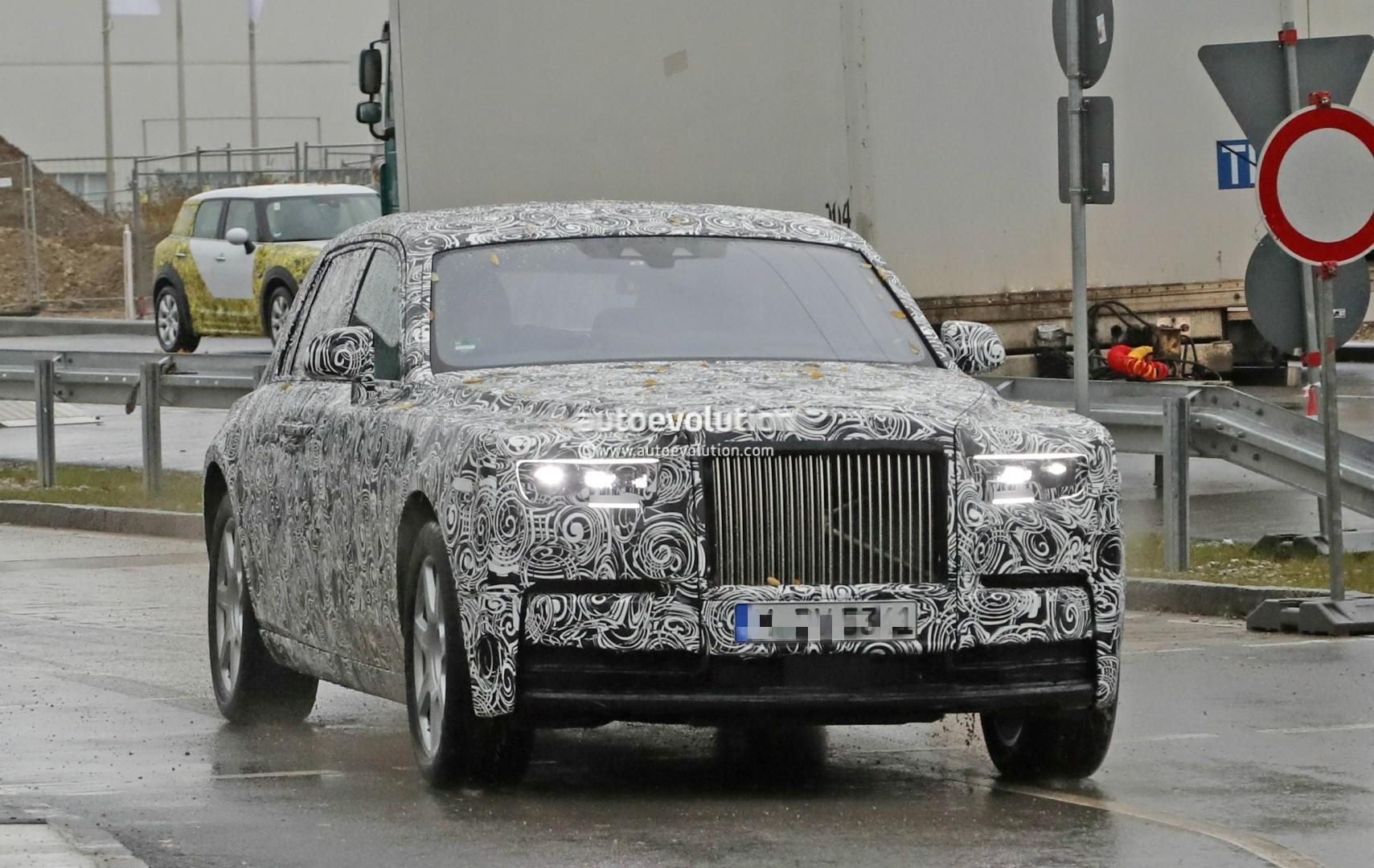 2017 - [Rolls Royce] Phantom - Page 2 2018-rolls-royce-phantom-prototype-partially-reveals-new-headlights-taillights_1