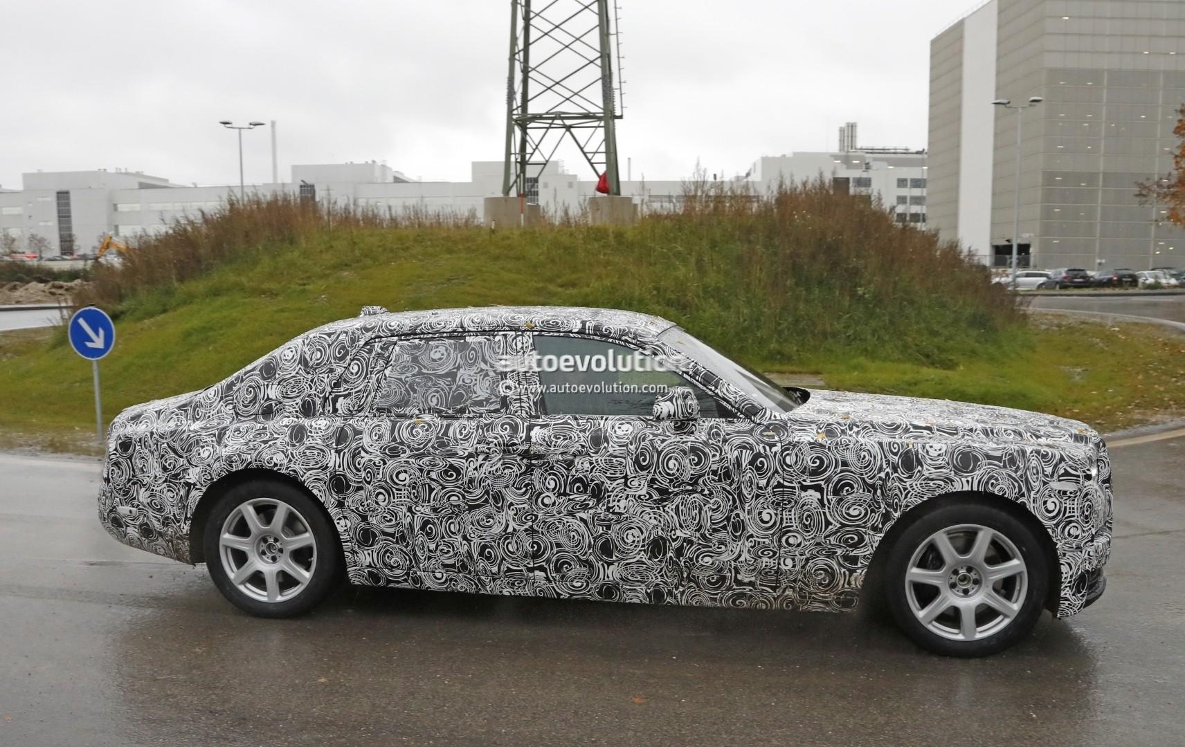 2017 - [Rolls Royce] Phantom - Page 2 2018-rolls-royce-phantom-prototype-partially-reveals-new-headlights-taillights_6