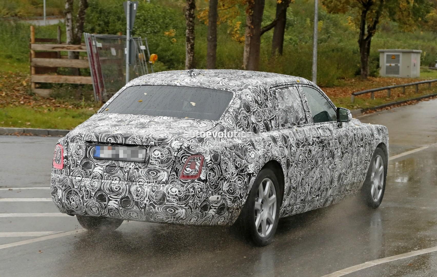 2017 - [Rolls Royce] Phantom - Page 2 2018-rolls-royce-phantom-prototype-partially-reveals-new-headlights-taillights_9