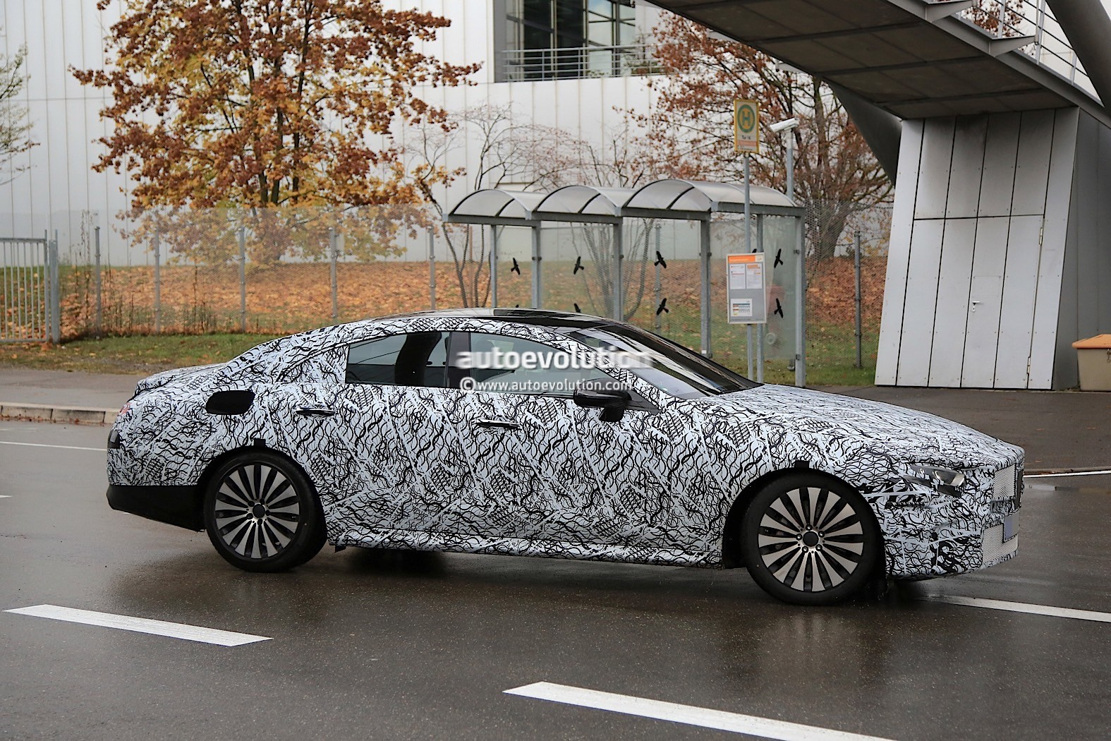 2018 - [Mercedes] CLS III  2019-mercedes-benz-cle-prototype-grins-for-the-camera_6