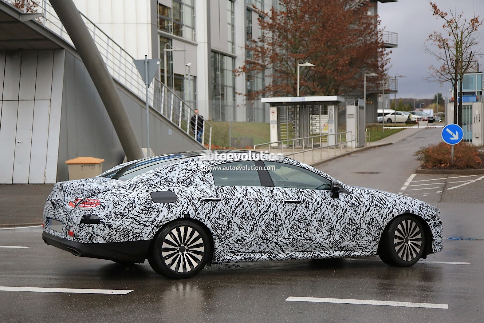 2018 - [Mercedes] CLS III  2019-mercedes-benz-cle-prototype-grins-for-the-camera_8