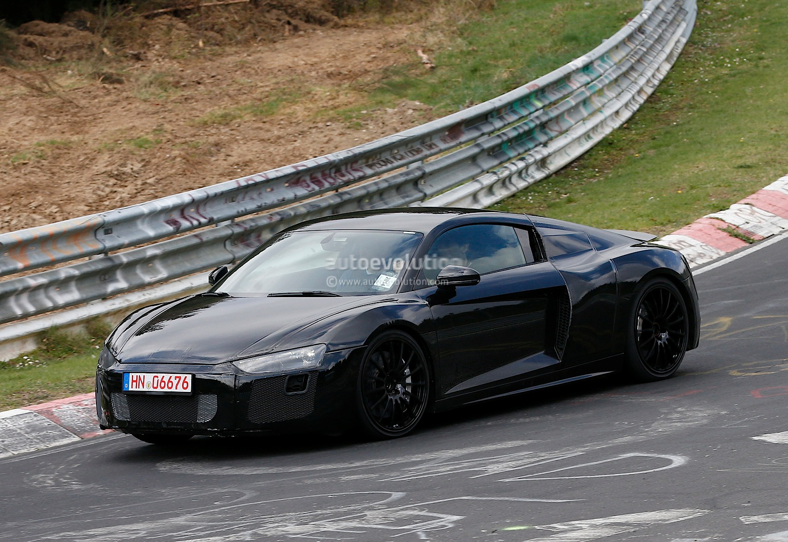 2015 - [Audi] R8 II / R8 II Spider All-new-audi-r8-loses-its-camo-during-latest-nurburgring-tests-photo-gallery_4