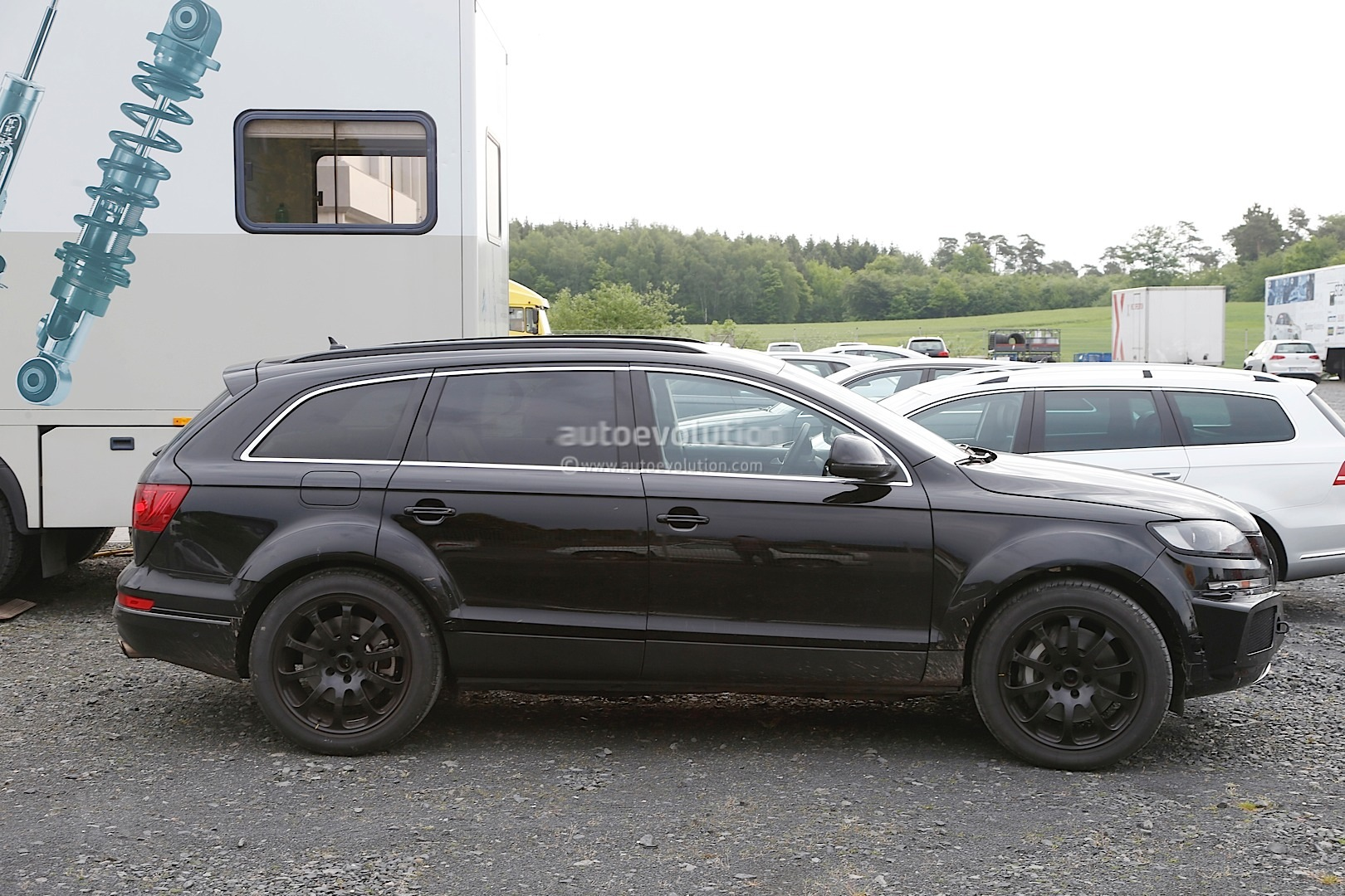 2015 - [Bentley] Bentayga - Page 2 Bentley-suv-first-spyshots-hiding-as-audi-q7-mule_1