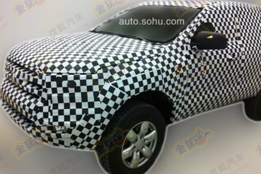 2015 - [Ford] Everest / Ranger restylé Ford-everest-prototype-spotted-in-china-photo-gallery_4