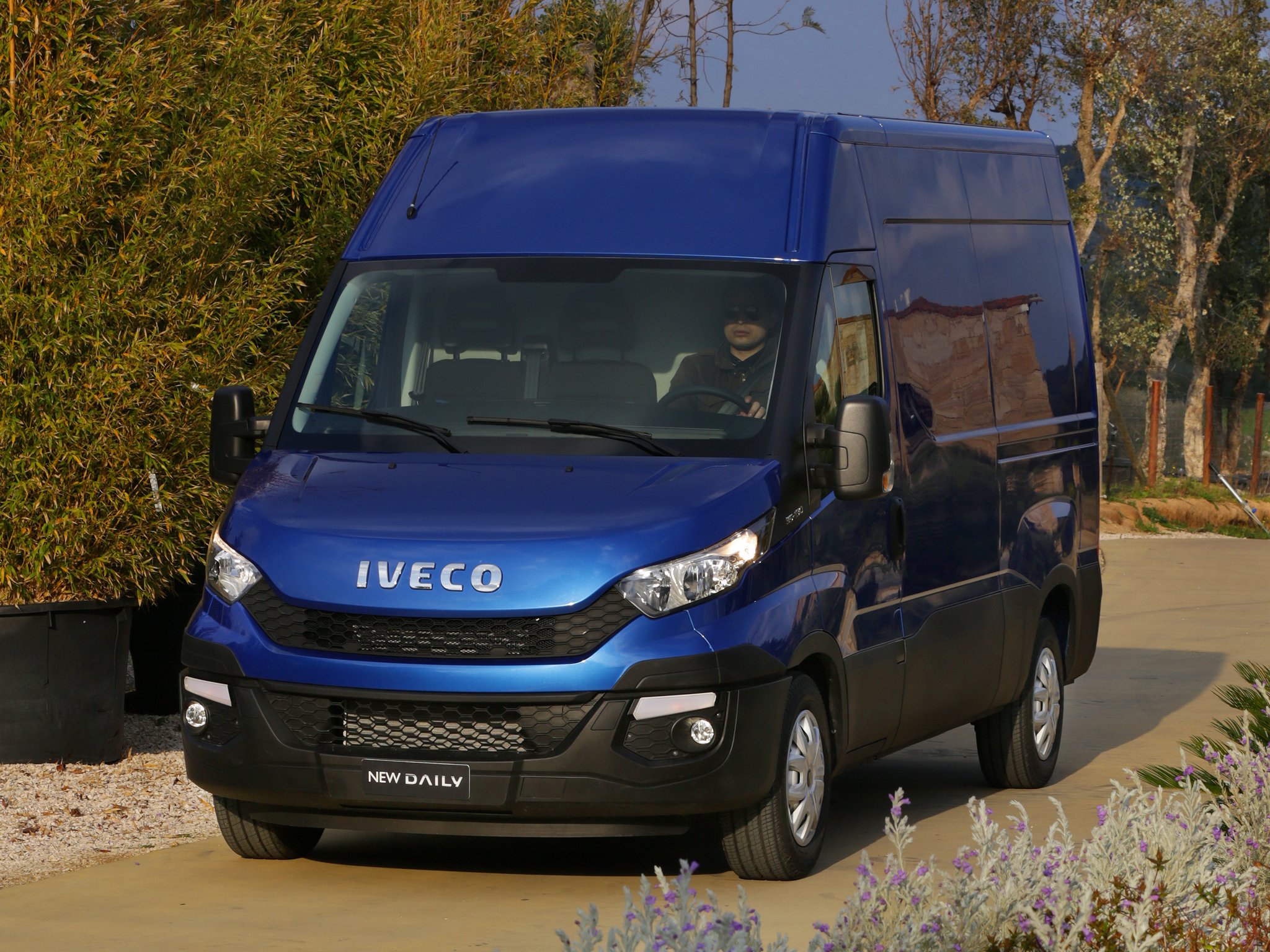 2014 - [Iveco] Daily - Page 3 Iveco-reveals-the-new-daily-for-2014-say-it-s-80-redesigned-photo-gallery_34