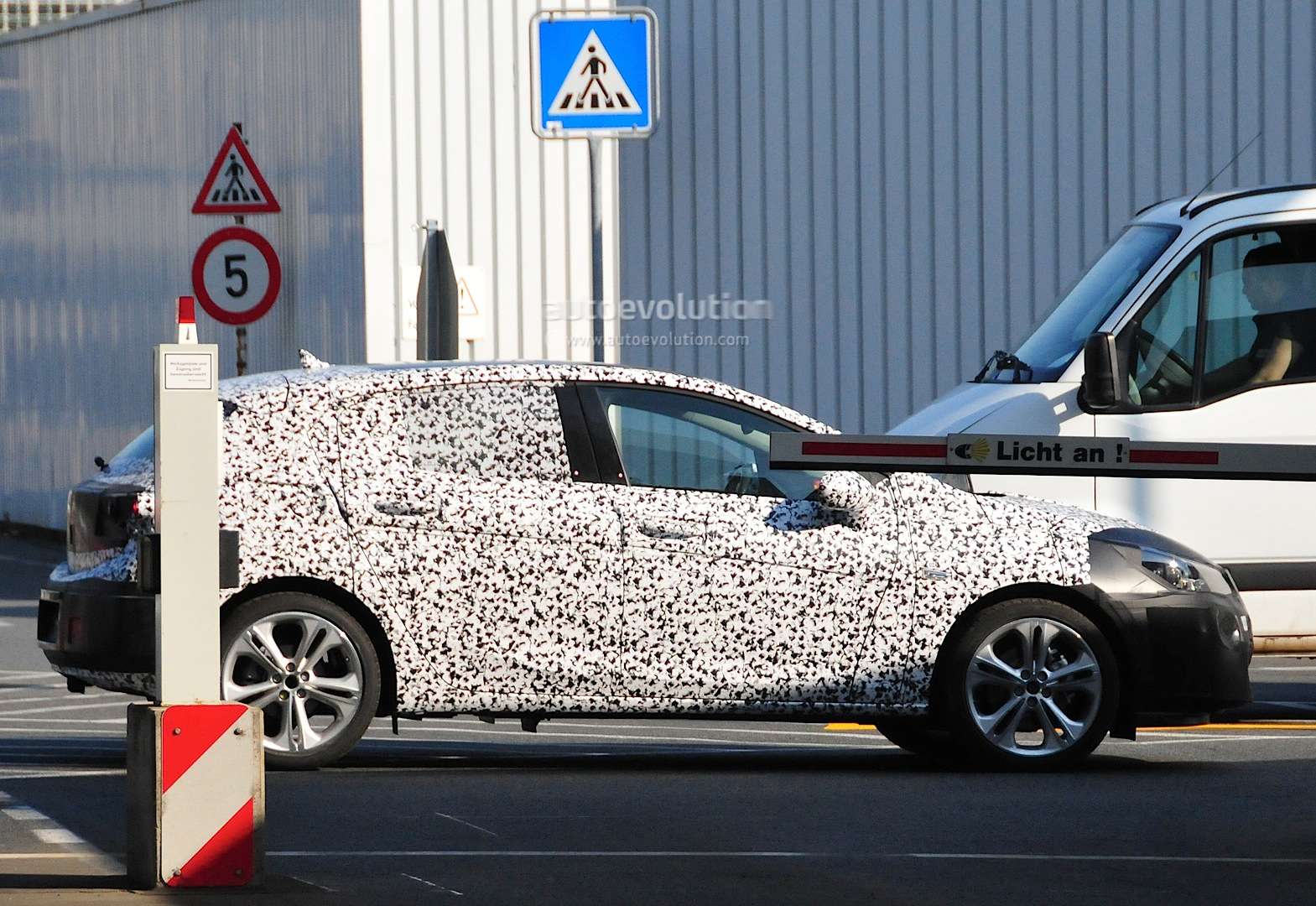 [2015] Opel ASTRA K New-opel-astra-k-7th-generation-spied-in-detail-photo-gallery_11