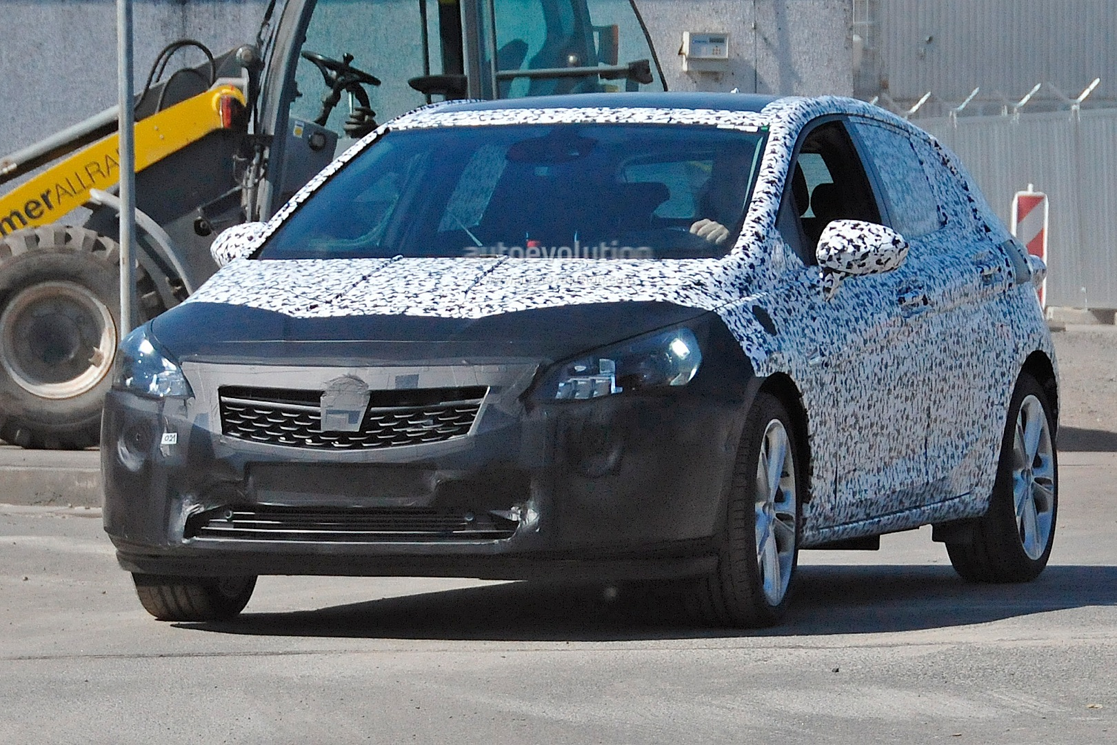 [2015] Opel ASTRA K New-opel-astra-k-7th-generation-spied-in-detail-photo-gallery_2