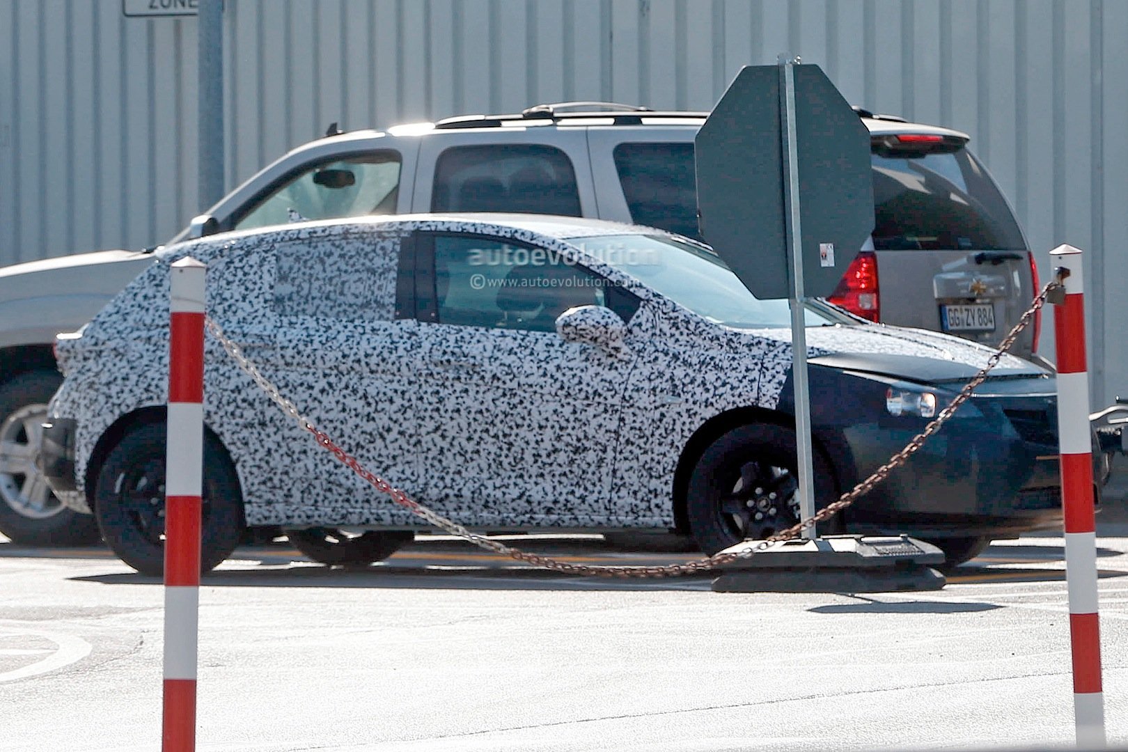 [2015] Opel ASTRA K New-opel-astra-k-7th-generation-spied-in-detail-photo-gallery_3