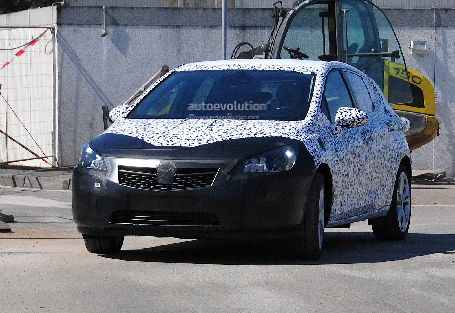 [2015] Opel ASTRA K New-opel-astra-k-7th-generation-spied-in-detail-photo-gallery_7