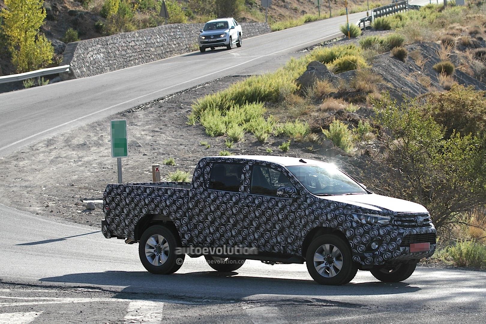 2015 - [Toyota] Hilux Next-generation-toyota-hilux-prototype-caught-testing_4